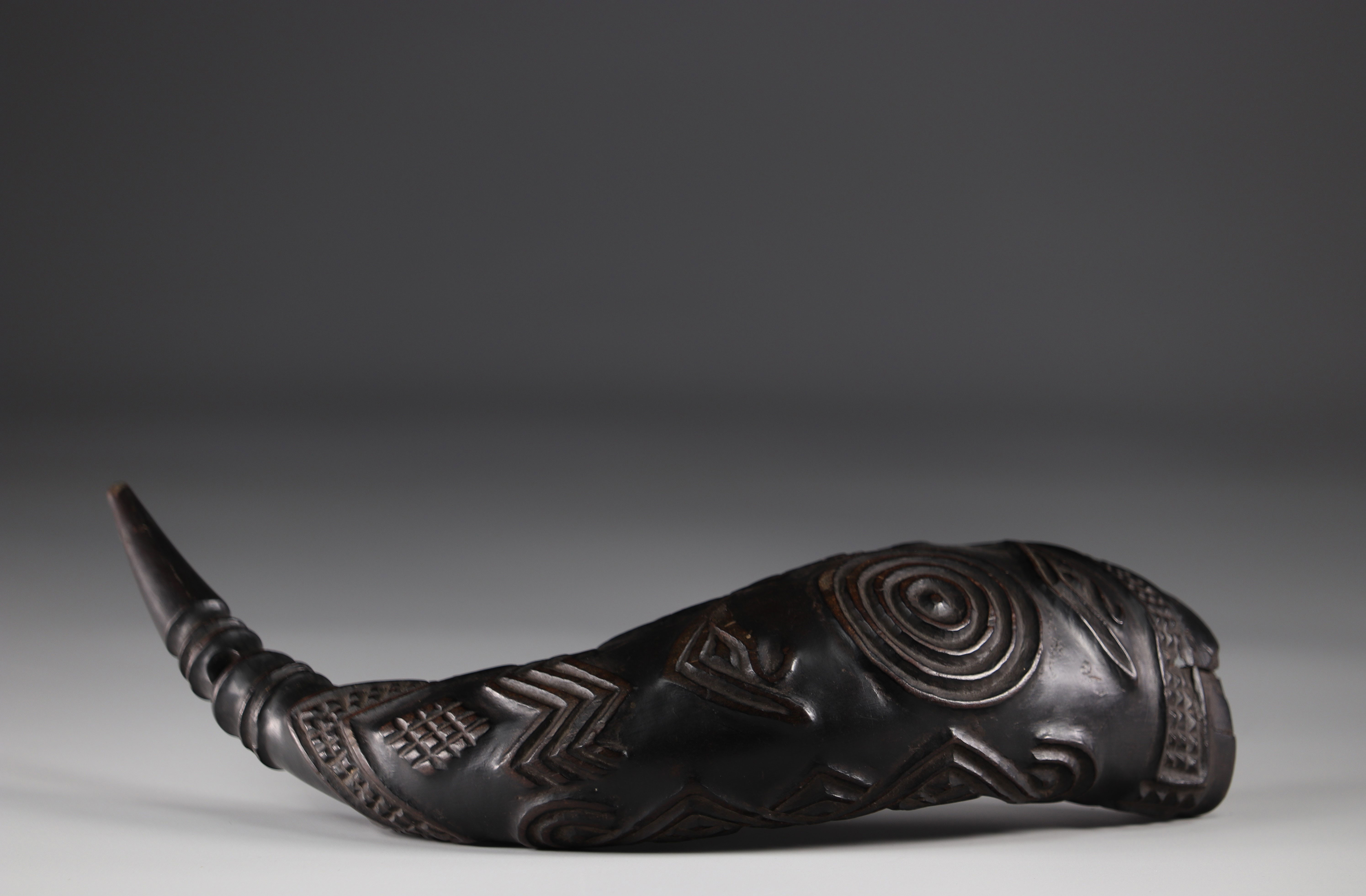 Horn carved with geometric Kuba shapes (attached photos 1916) - Image 5 of 5