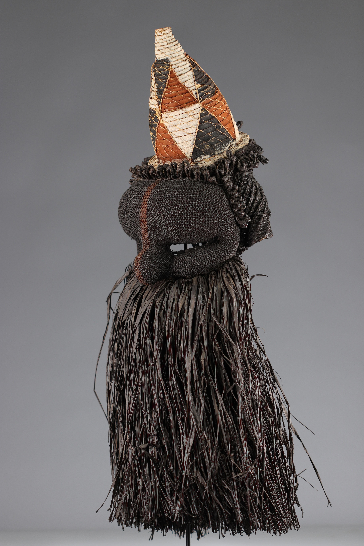 Salampasu mask in raffia, colonial collection