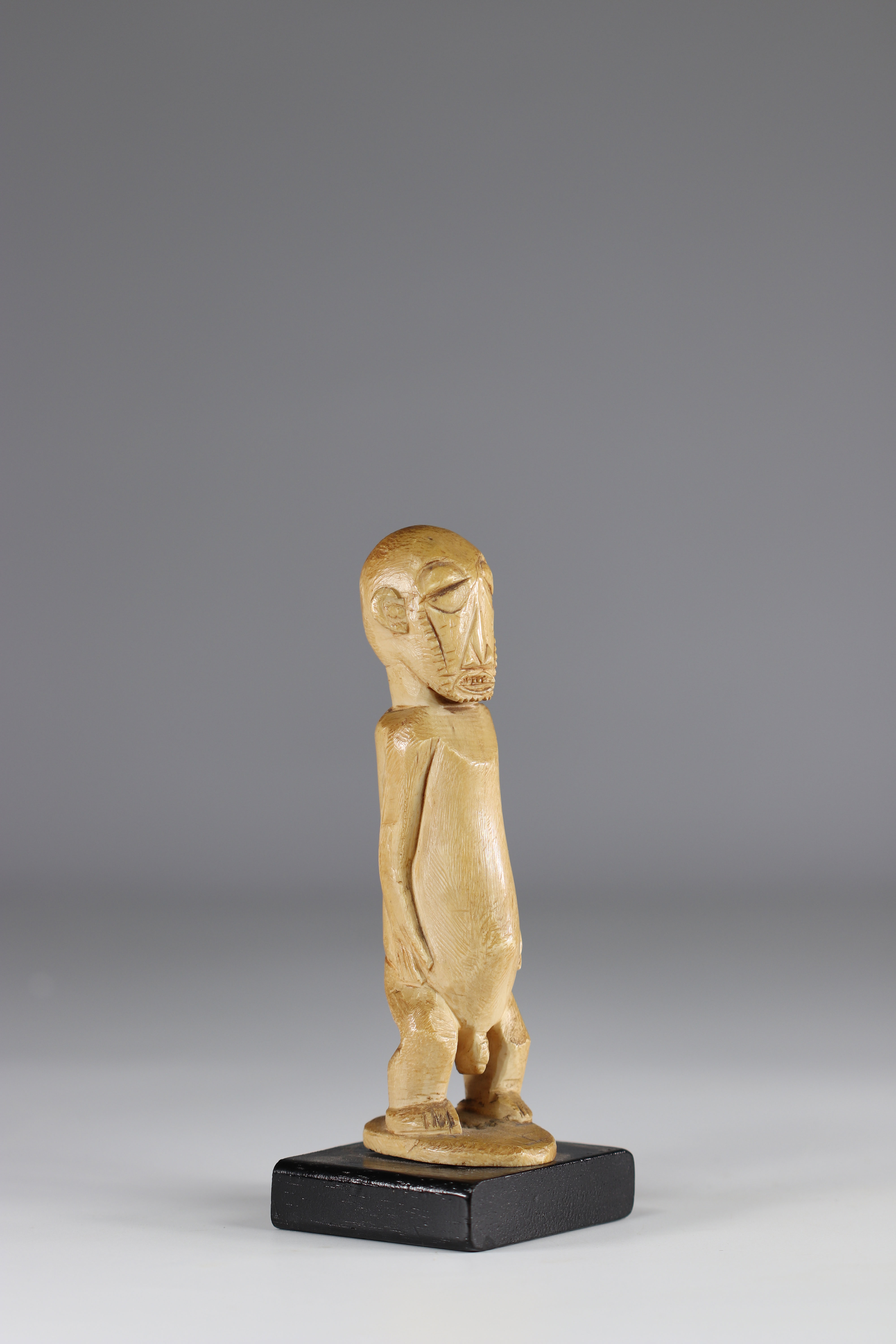 Boyo statuette - ivory - beautiful patina - coll. private Belgian - early 20th century - DRC - Afric - Image 4 of 4