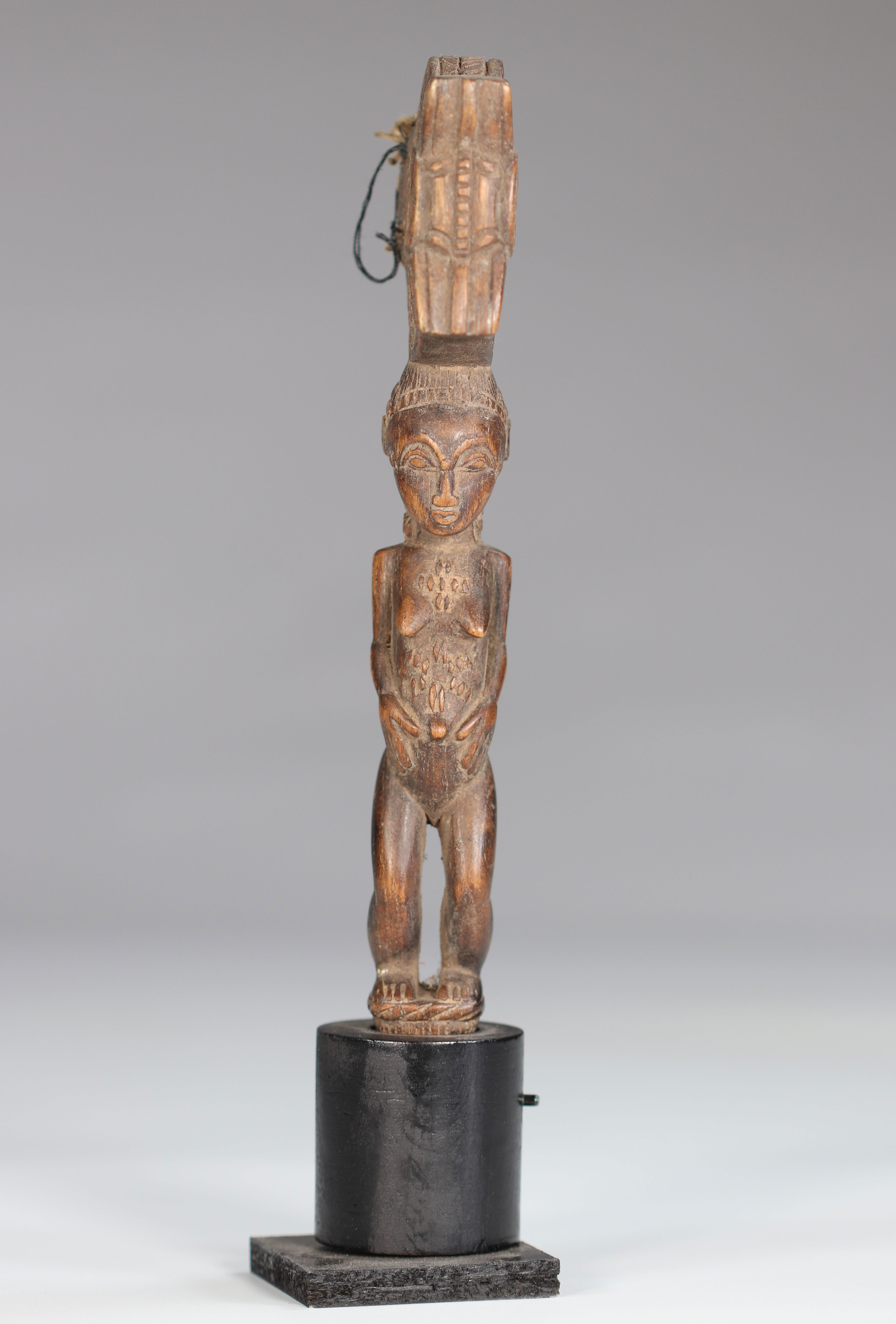 Baoule wooden hammer carved of a female character - Image 2 of 6