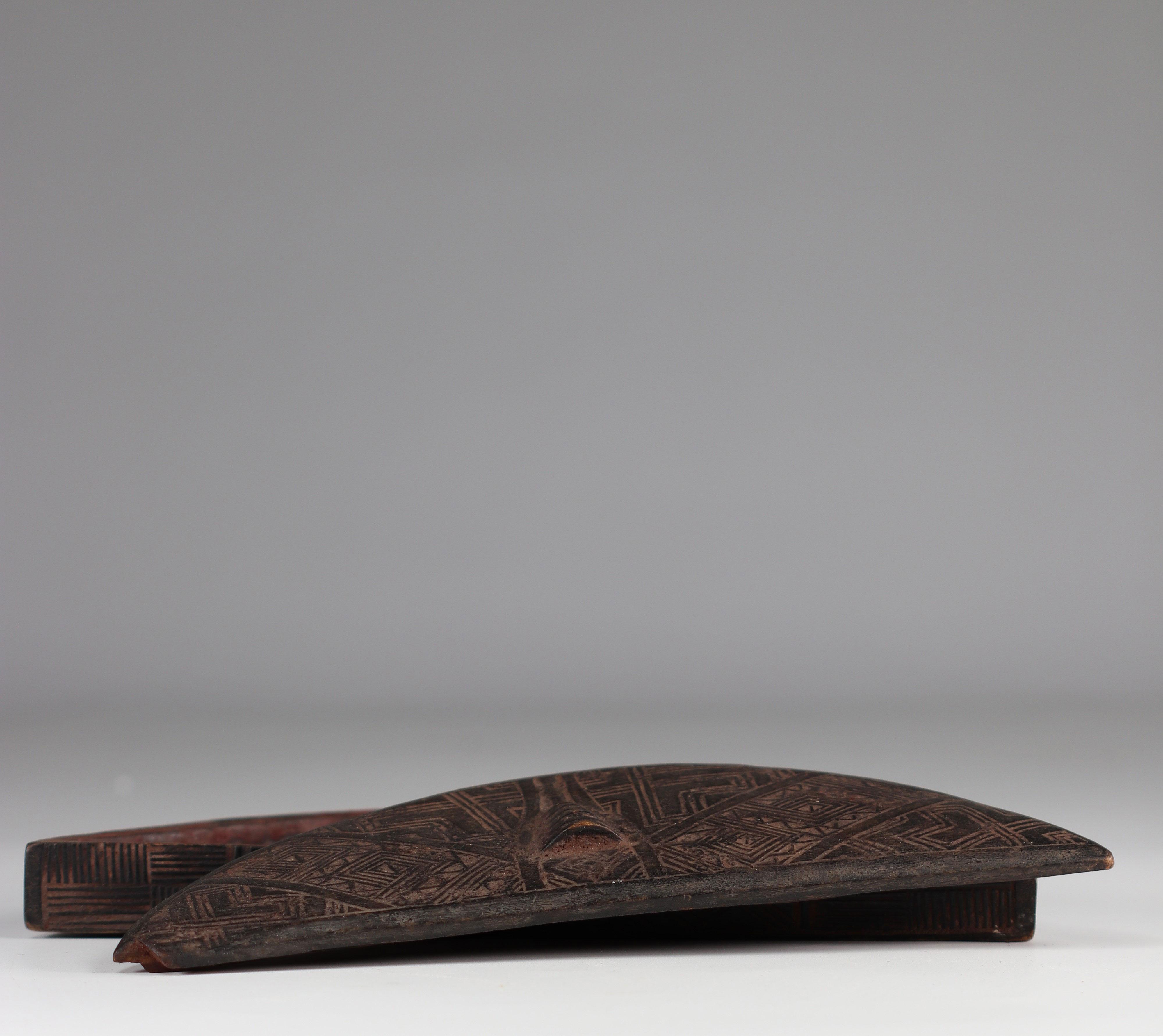 Beautiful Kuba tukula box - beautiful patina of use - early 20th century old P.d'Artevelle collectio - Image 2 of 3