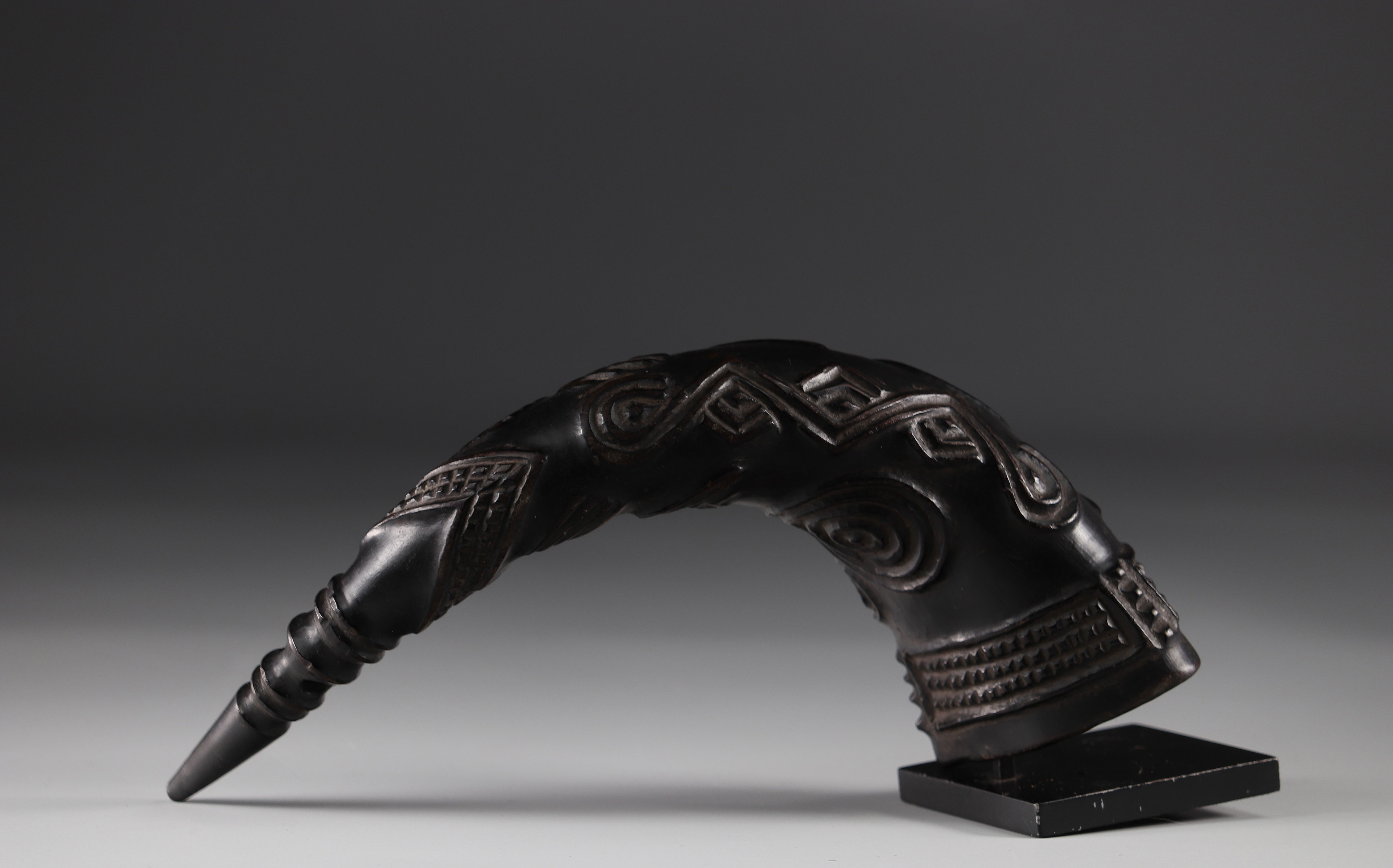 Horn carved with geometric Kuba shapes (attached photos 1916) - Image 3 of 5
