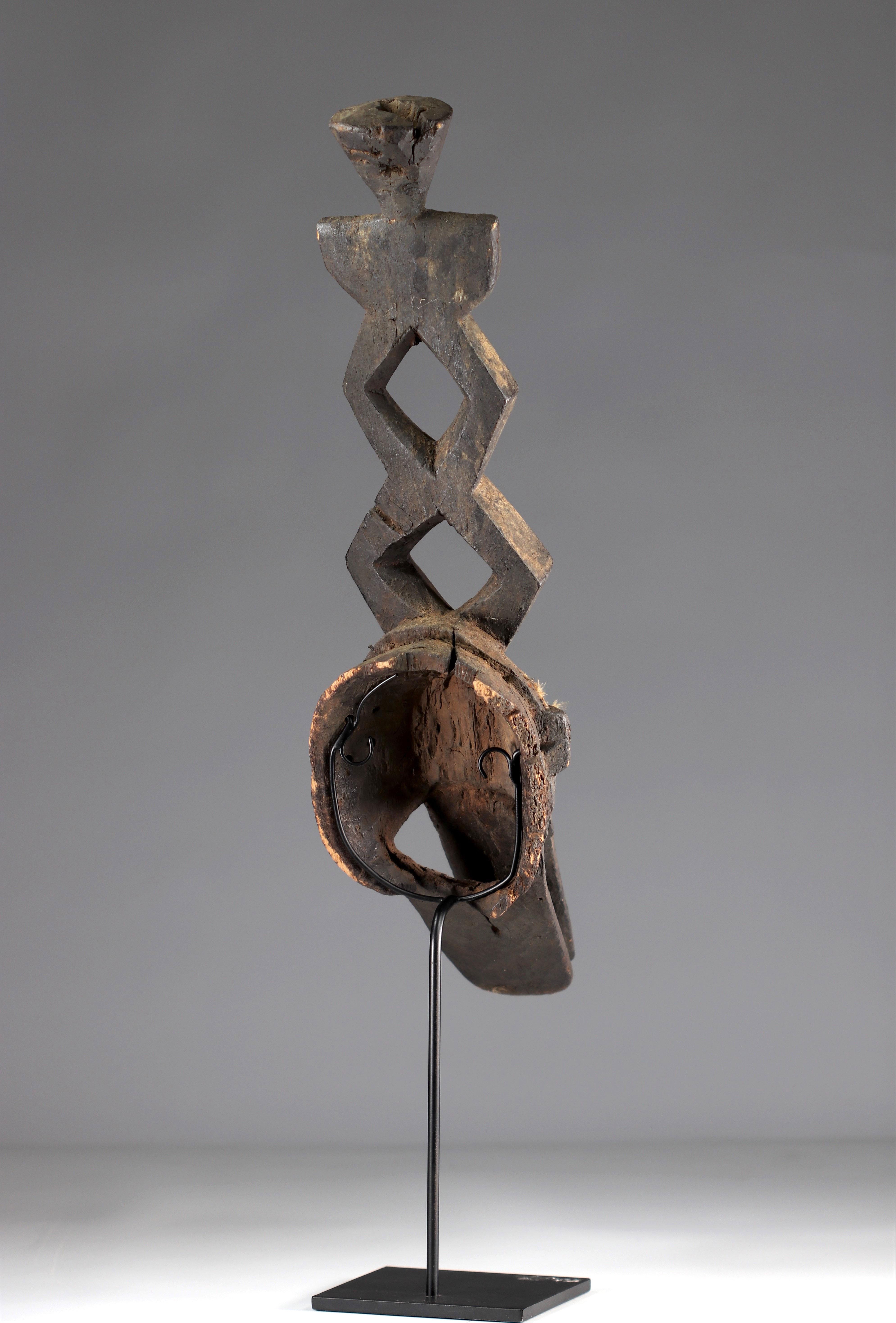 Ko Mask - Very old Ko caiman mask (Burkina Faso). Early 20th century. Very old black sacrificial pat - Image 5 of 5