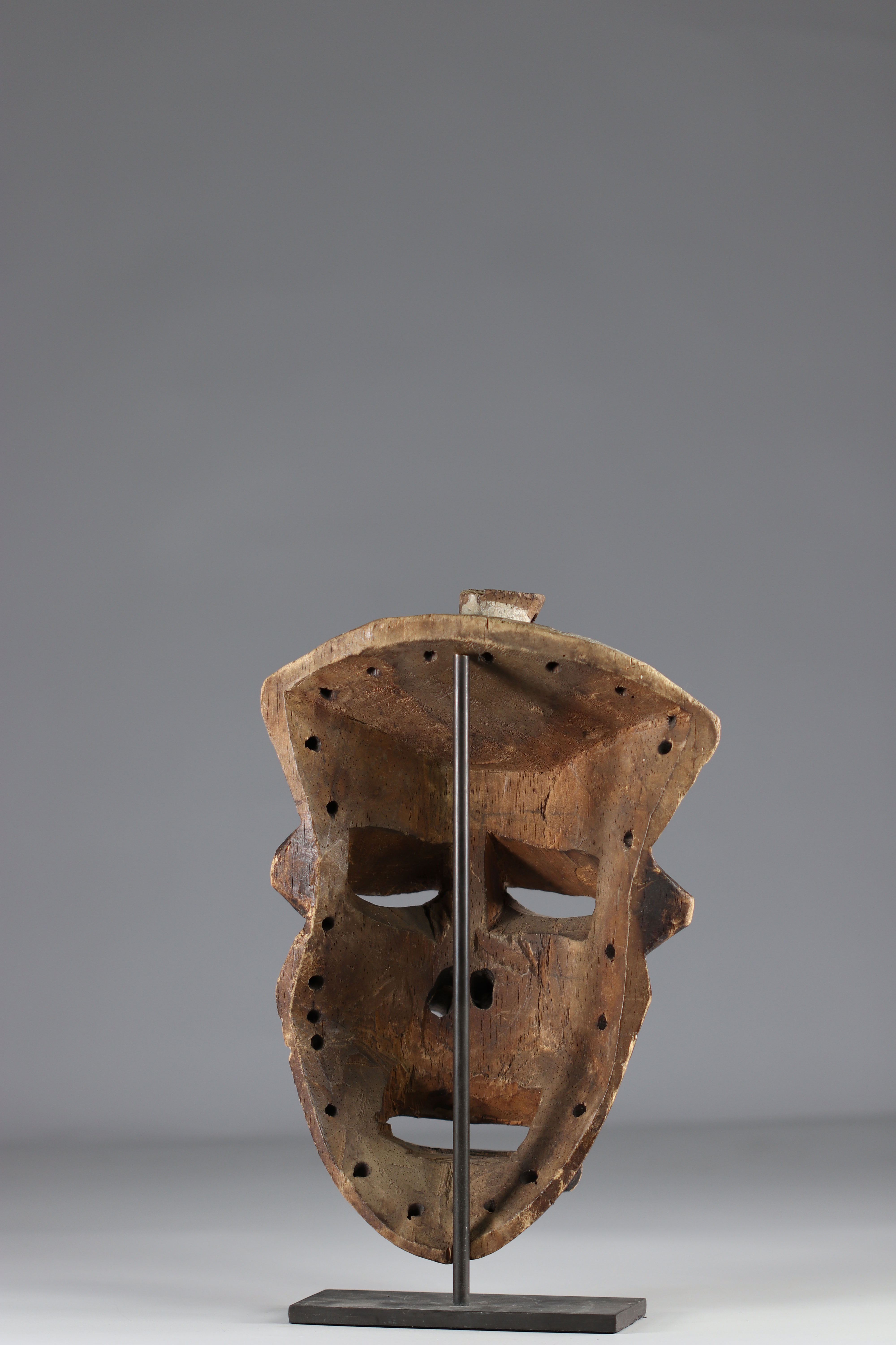 Rare expressive Pende mask. - Ground floor mid-20th - Image 4 of 4