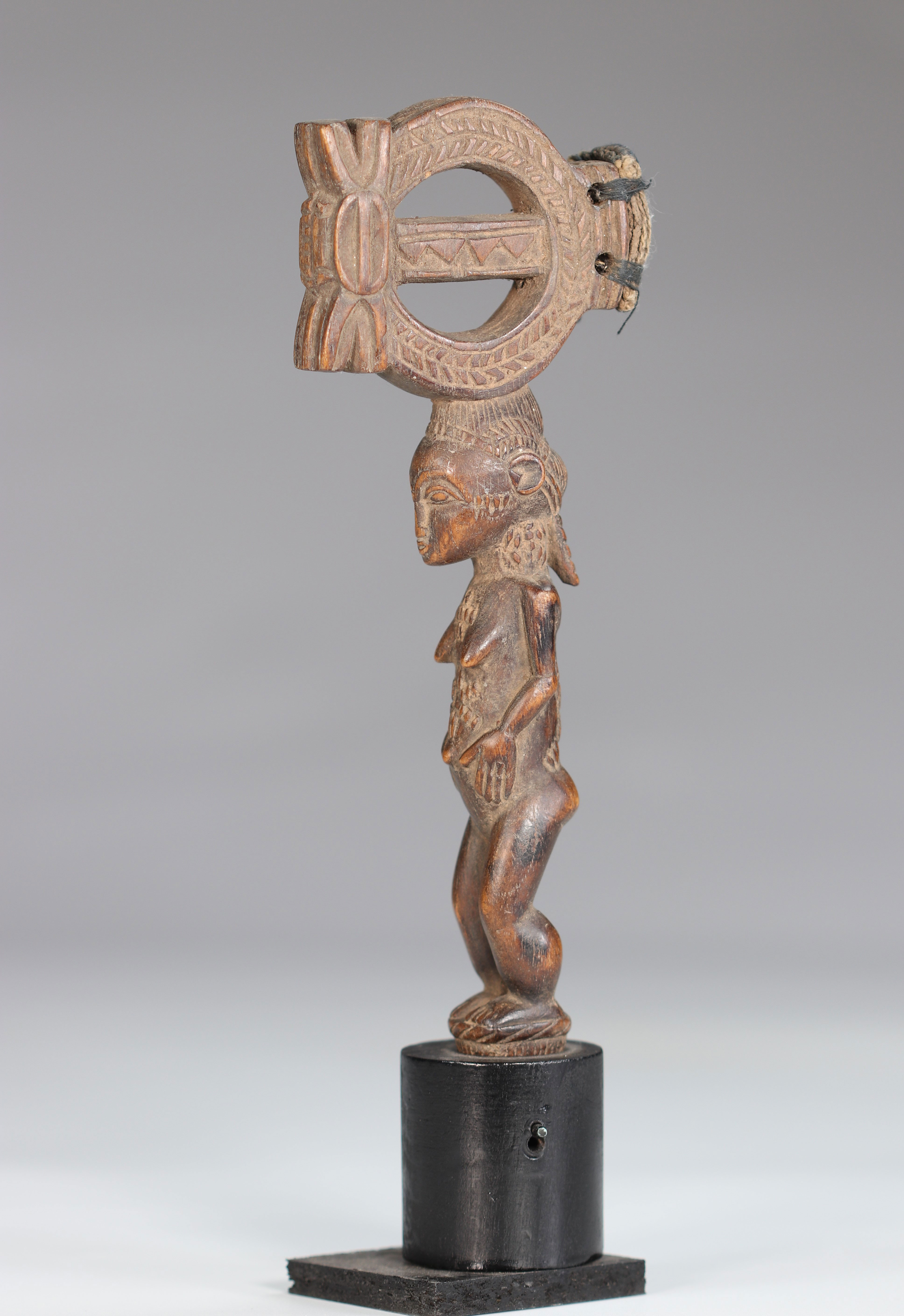 Baoule wooden hammer carved of a female character - Image 6 of 6