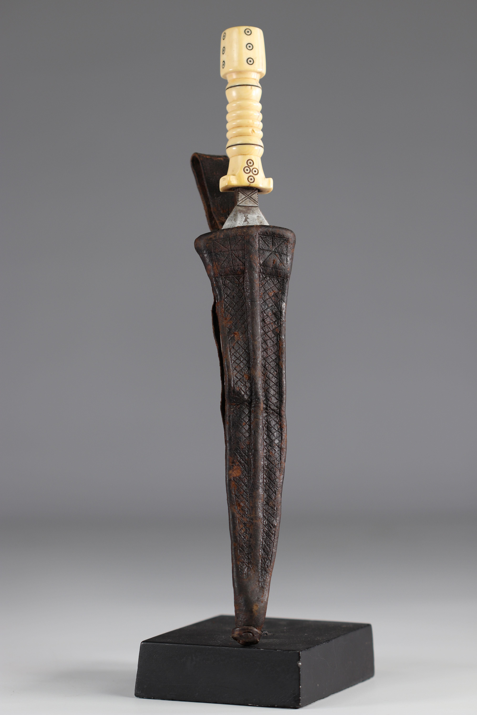 Beautiful Mangbetu knife - early 20th century - DRC - Africa