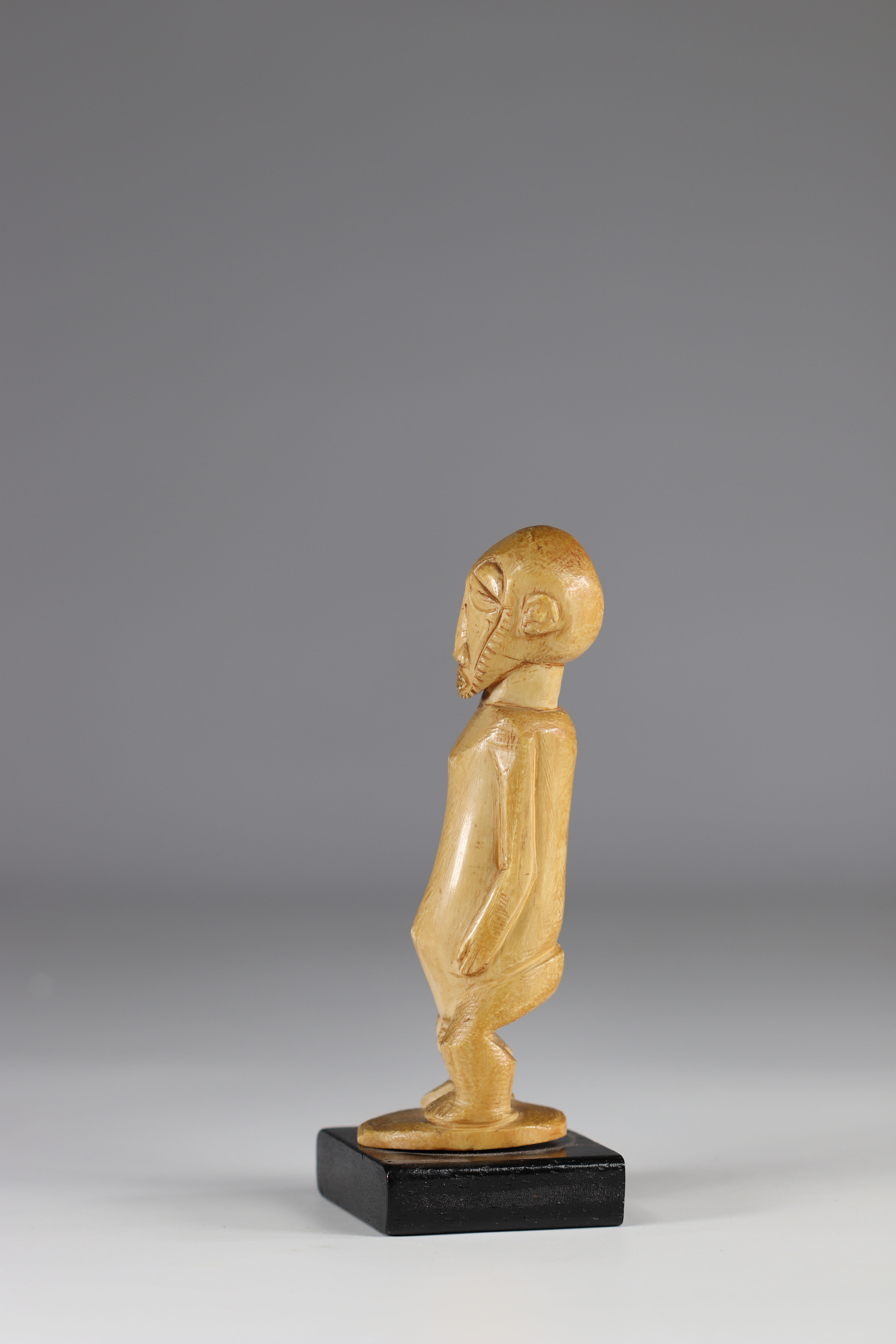 Boyo statuette - ivory - beautiful patina - coll. private Belgian - early 20th century - DRC - Afric - Image 3 of 4