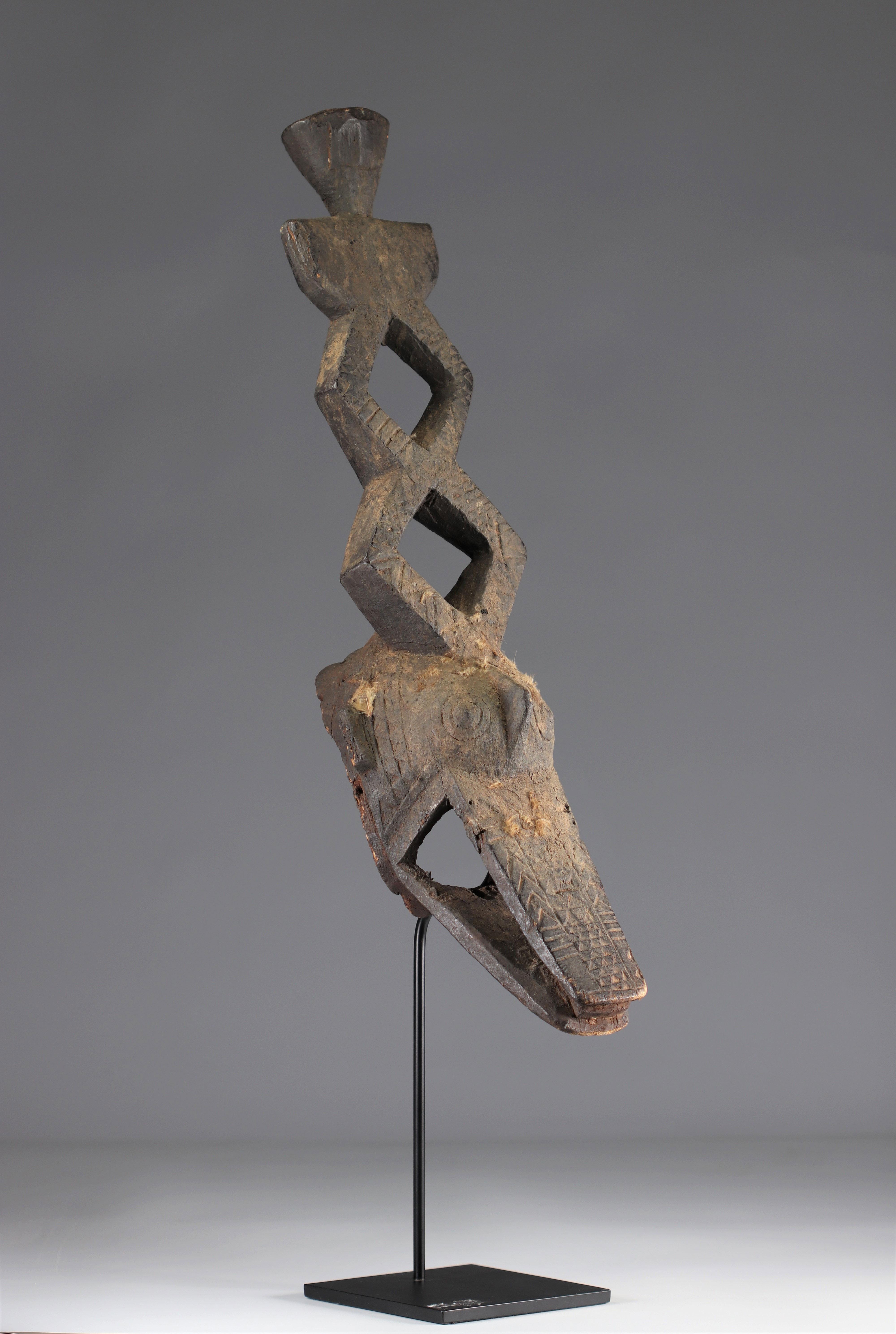 Ko Mask - Very old Ko caiman mask (Burkina Faso). Early 20th century. Very old black sacrificial pat - Image 3 of 5