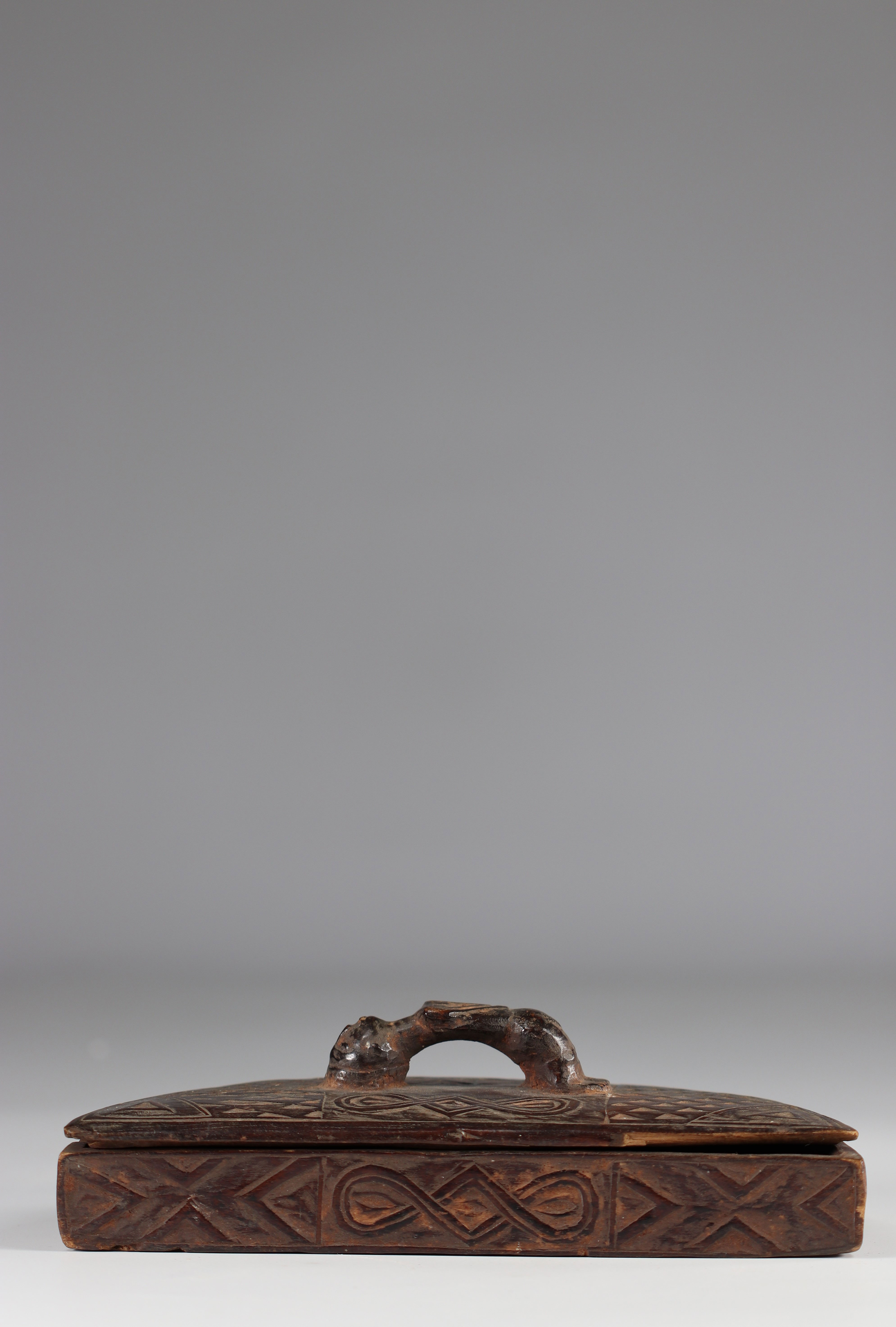 Beautiful Kuba tukula box - beautiful patina of use - early 20th century old P.d'Artevelle collectio - Image 3 of 3
