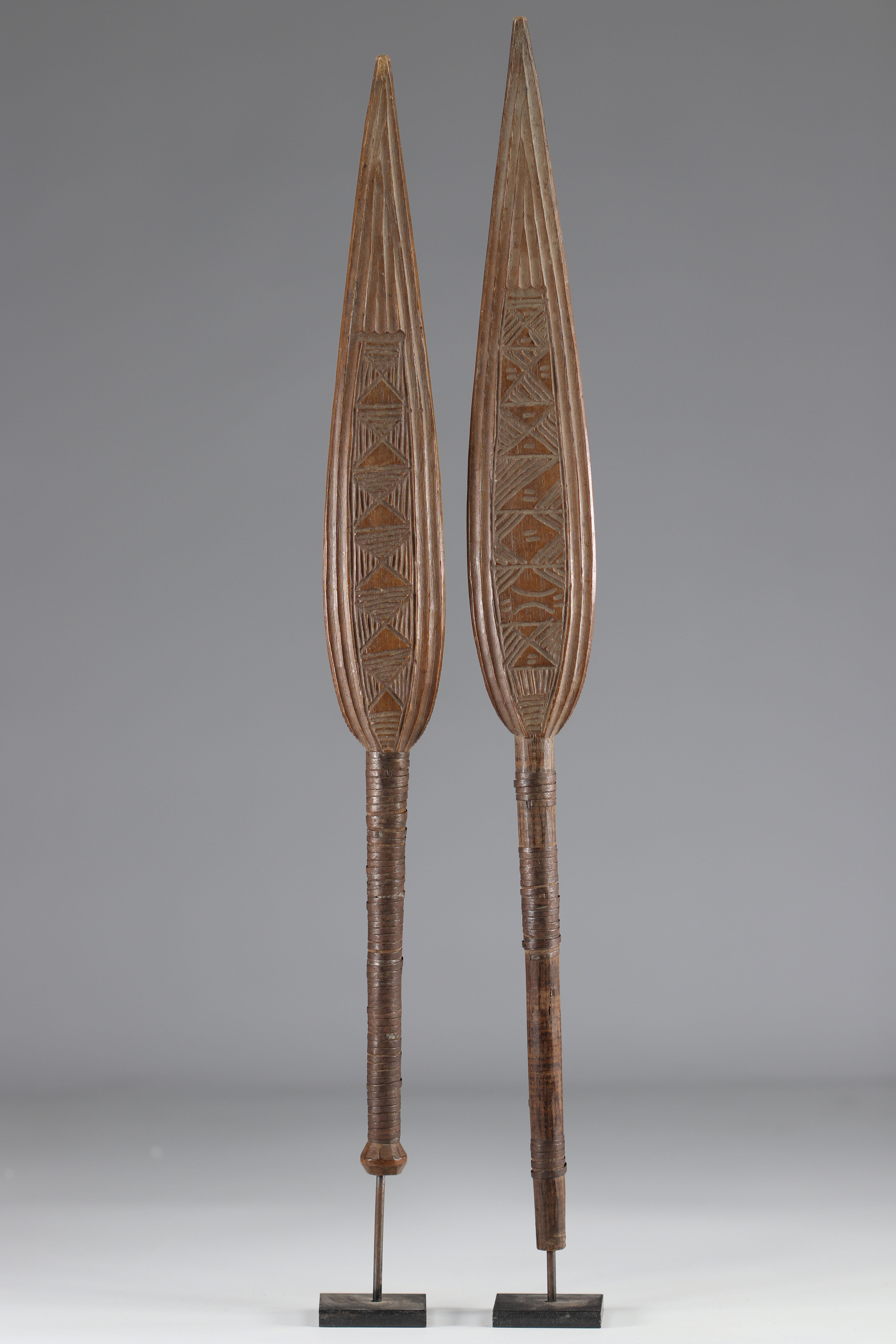 Pair of dance paddles - early 20th century - DRC - Africa - Image 2 of 2