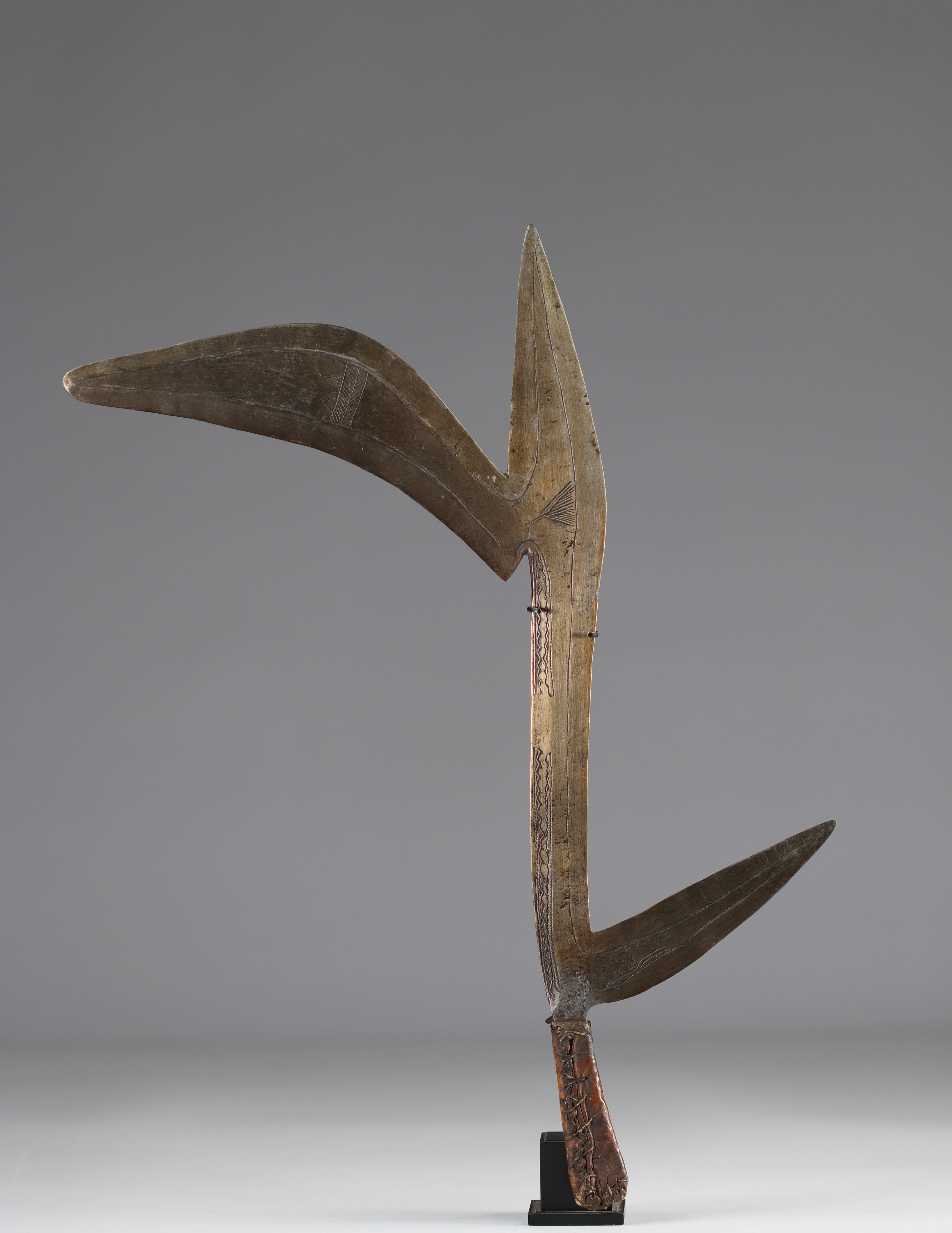 Bandia throwing knife early 20th century - ground floor