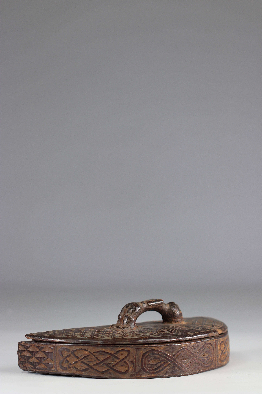 Beautiful Kuba tukula box - beautiful patina of use - early 20th century old P.d'Artevelle collectio