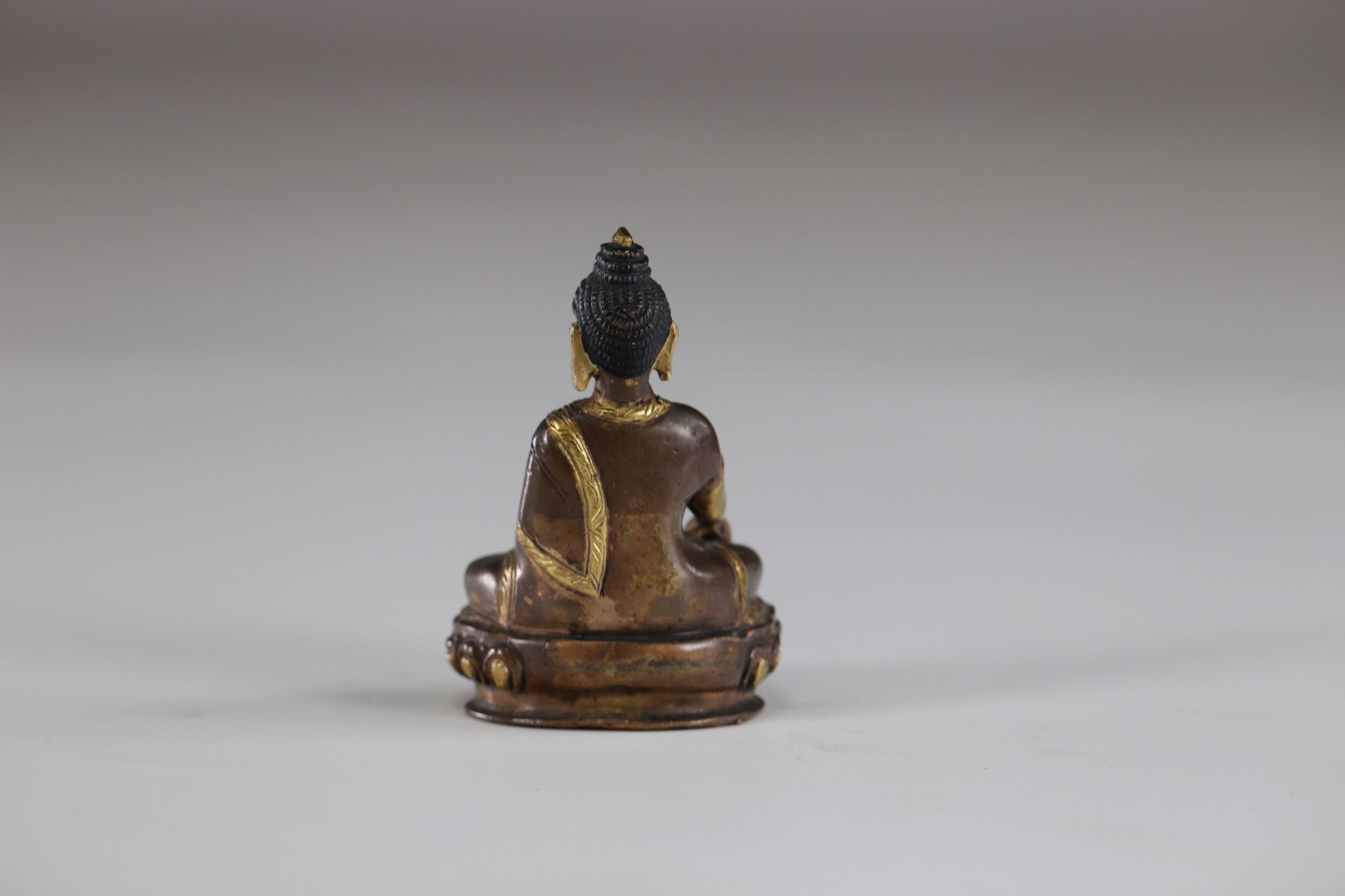 Asia buddha in gilded bronze - Image 2 of 2