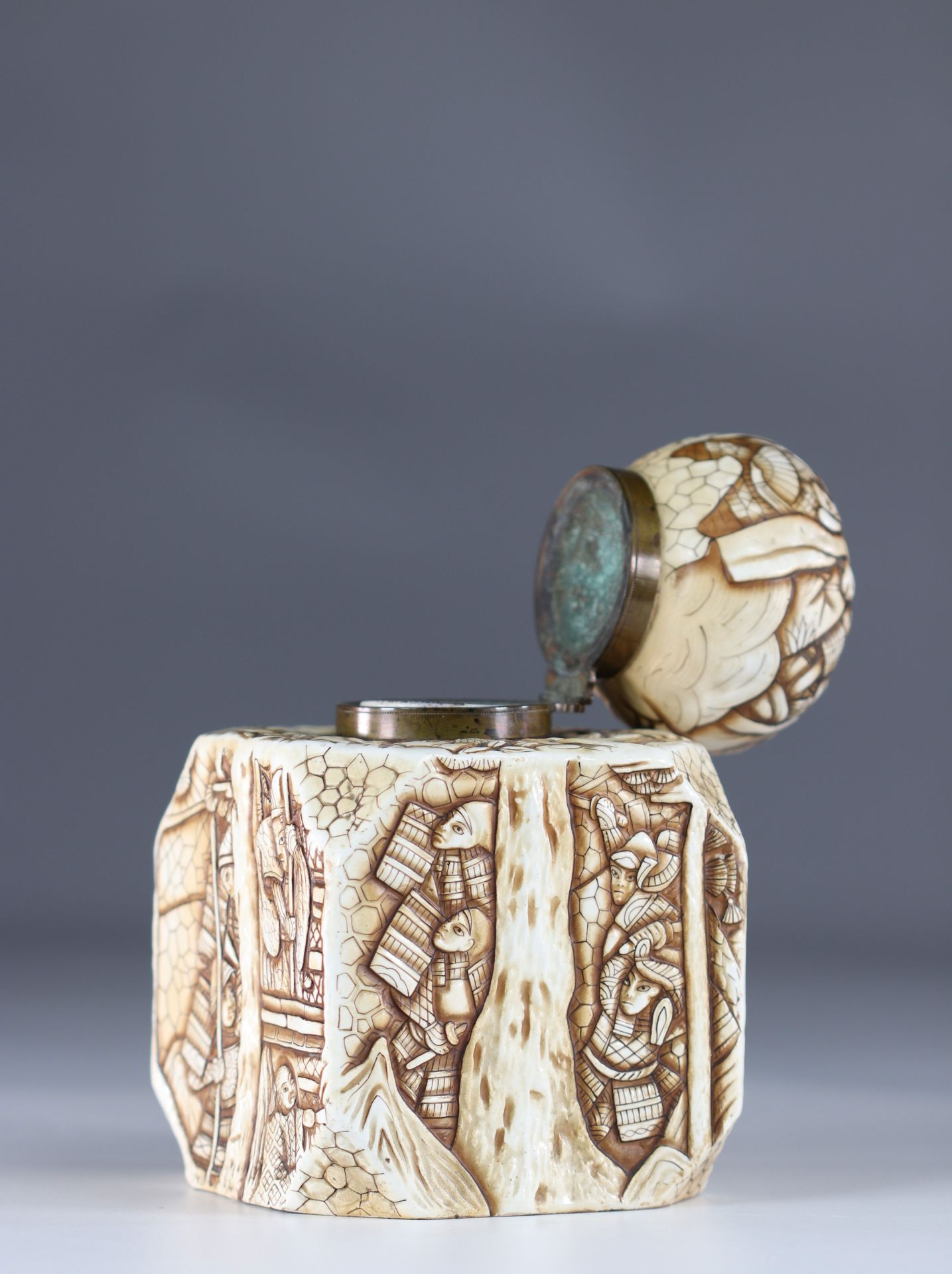 Japanese Art Deco porcelain inkwell decorated with warriors - Image 5 of 6