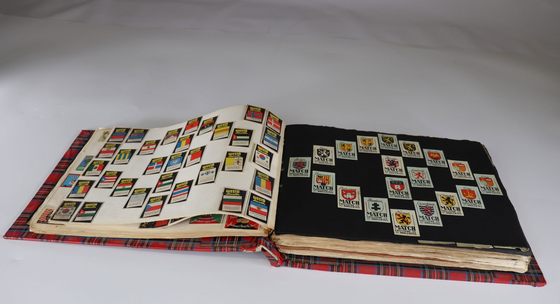 Collection of matchboxes (10 albums) China, Russia, America ... - Image 6 of 6