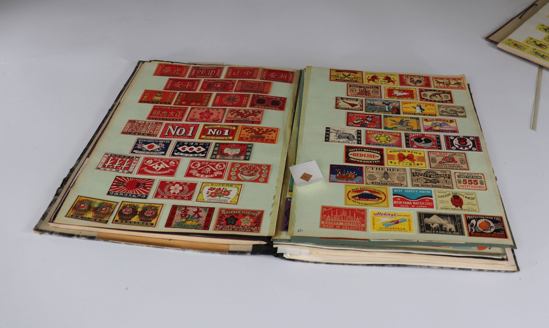 Collection of matchboxes (10 albums) China, Russia, America ... - Image 2 of 6