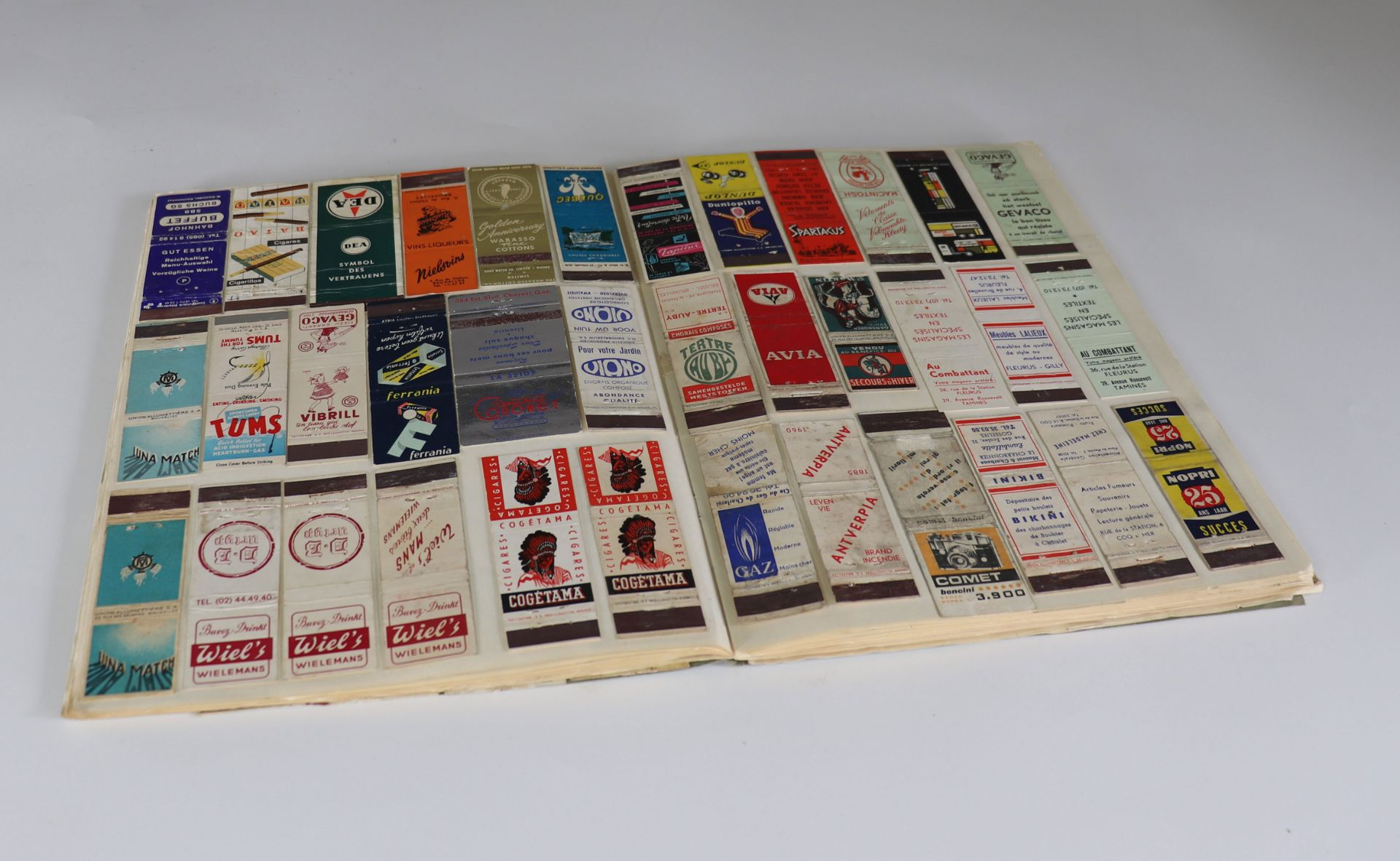 Collection of matchboxes (10 albums) China, Russia, America ... - Image 3 of 6