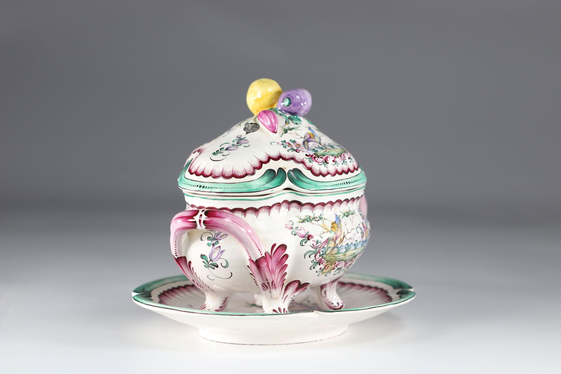Aprey vegetable covered in earthenware with polychrome decoration, floral decoration and birds - Image 2 of 5