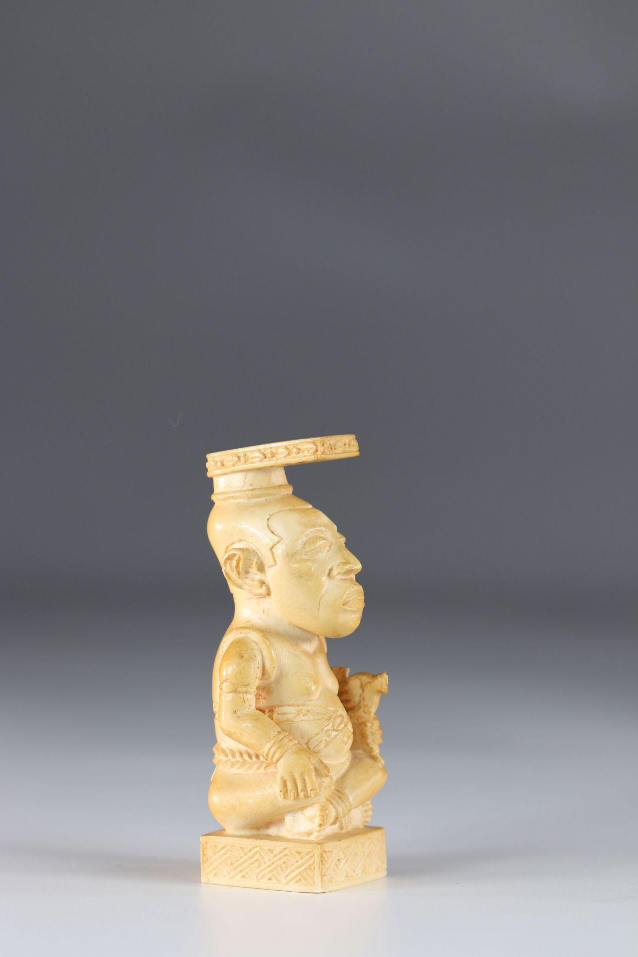 Africa sculpture of King Kuba circa 1930 signed - Image 3 of 5