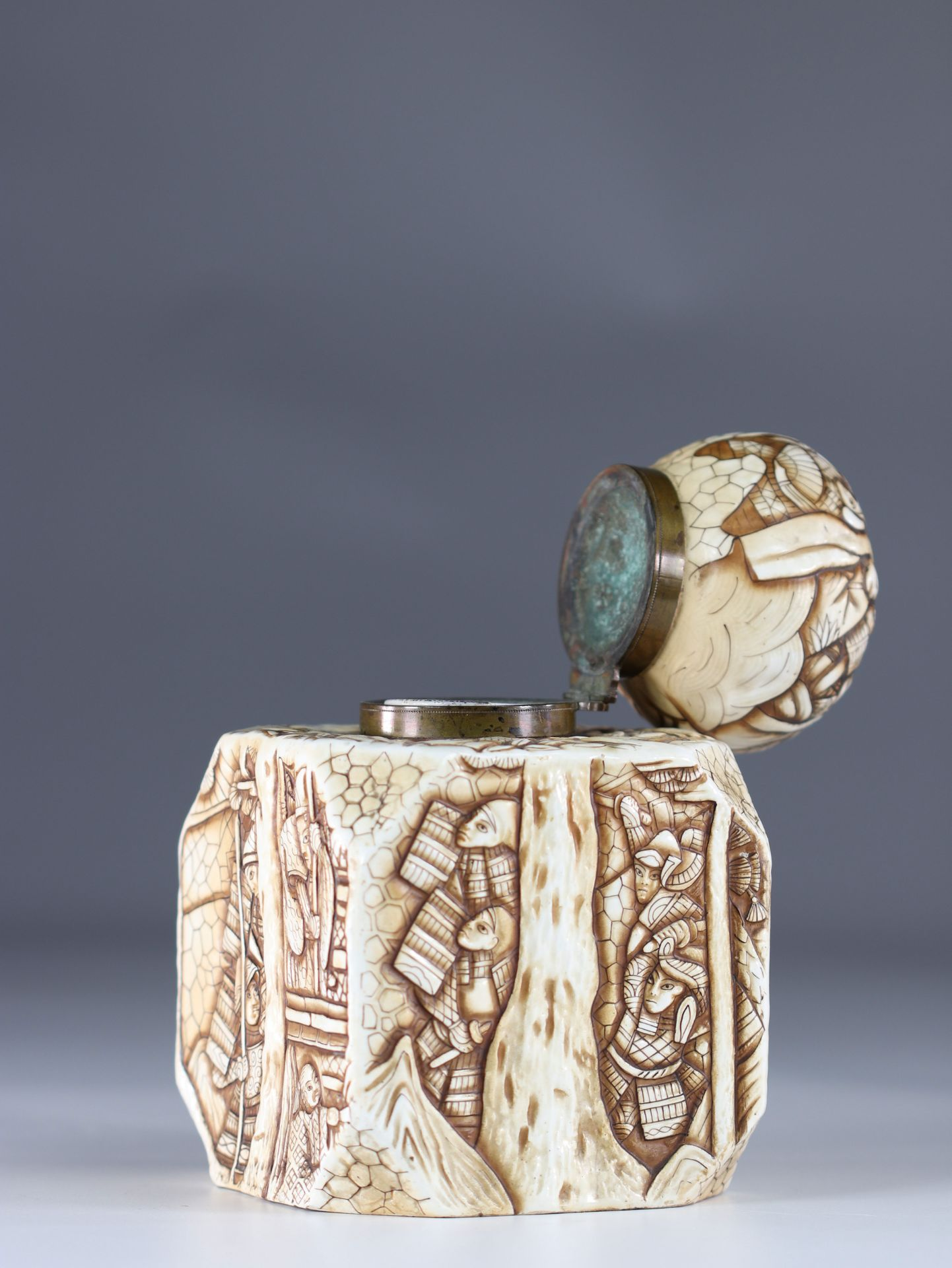 Japanese Art Deco porcelain inkwell decorated with warriors - Image 6 of 6