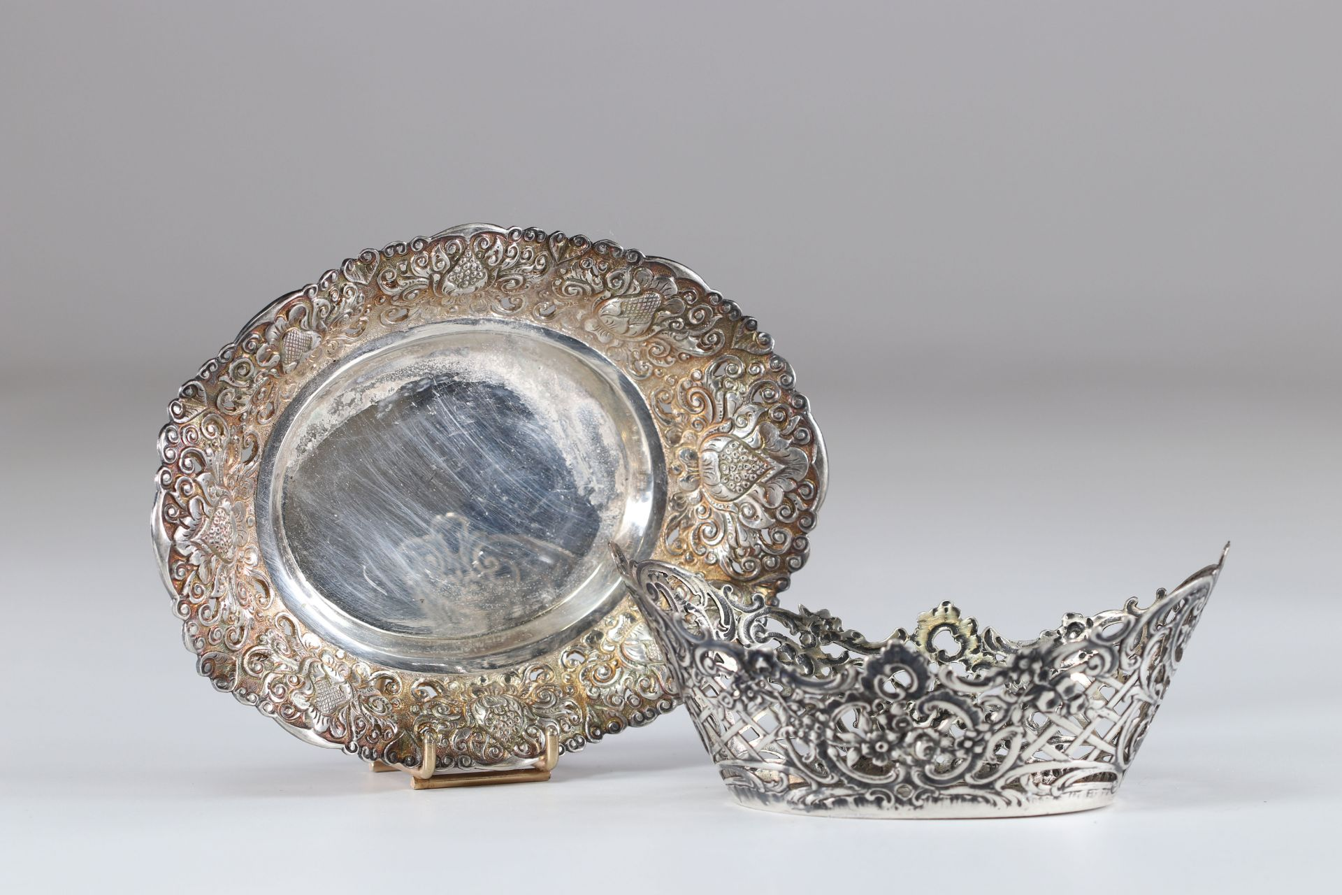 Louis XV style silver cup and dish - Image 2 of 2