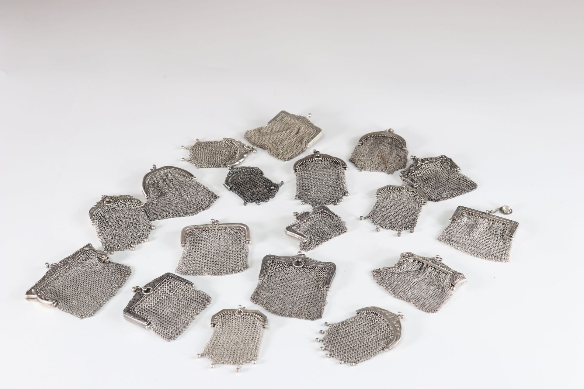 Lot of 18 silver purses 800 thousandths chainmail - Image 2 of 2
