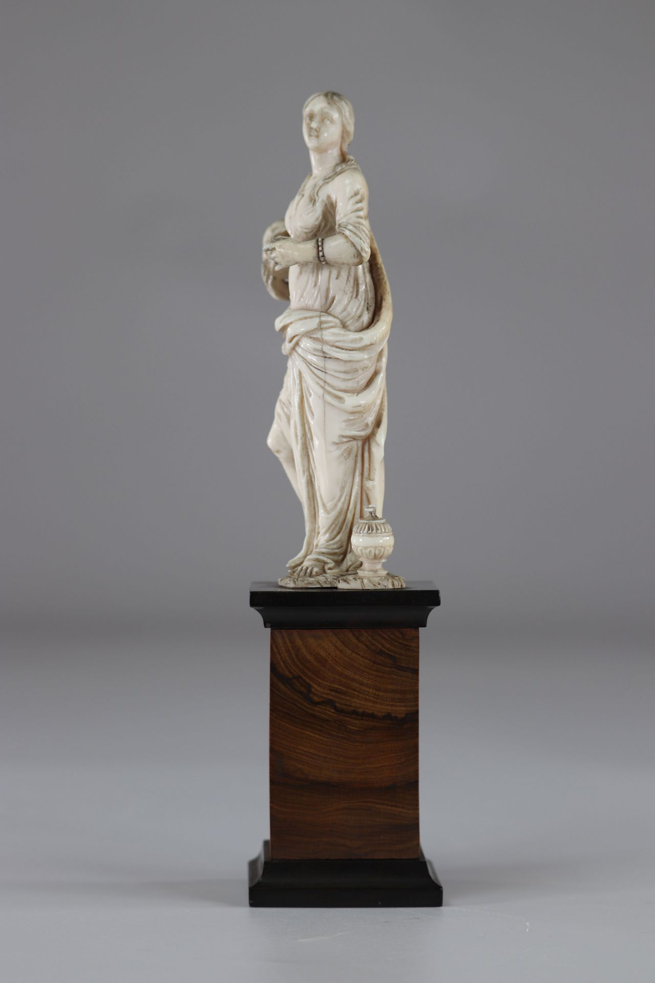 Carved vanity France 17th - Image 2 of 4
