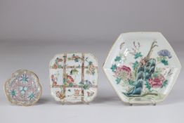 China set of 3 flat porcelain from the famille rose 19th century
