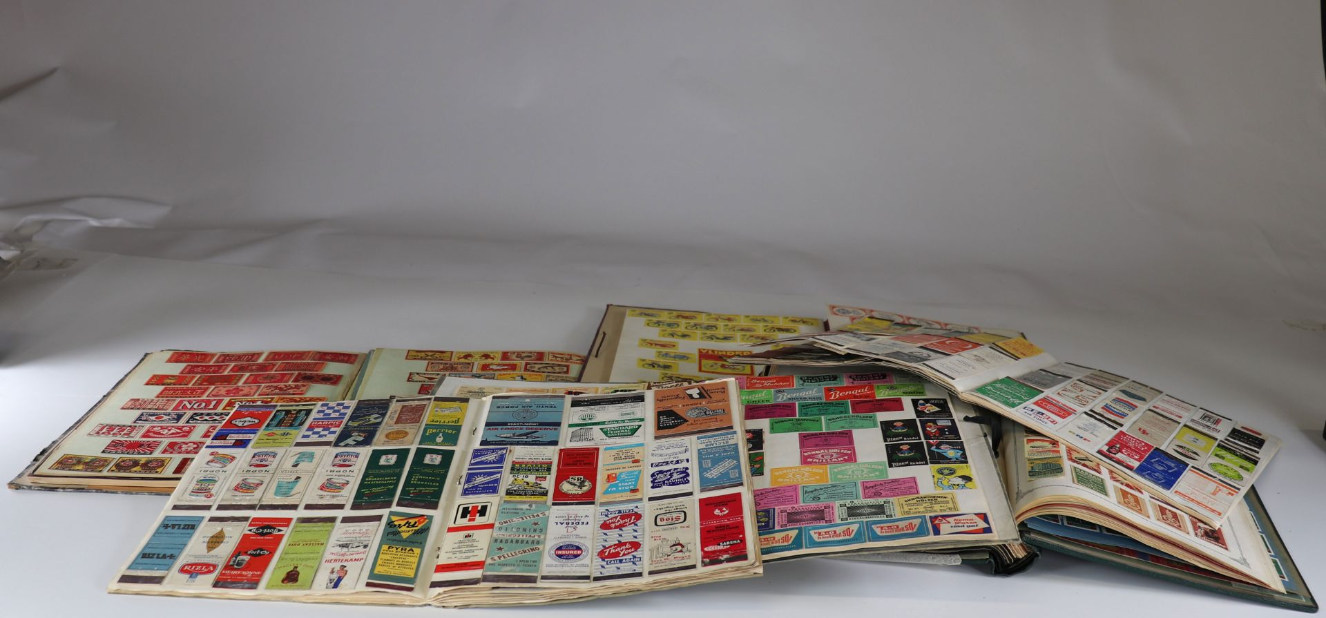 Collection of matchboxes (10 albums) China, Russia, America ...