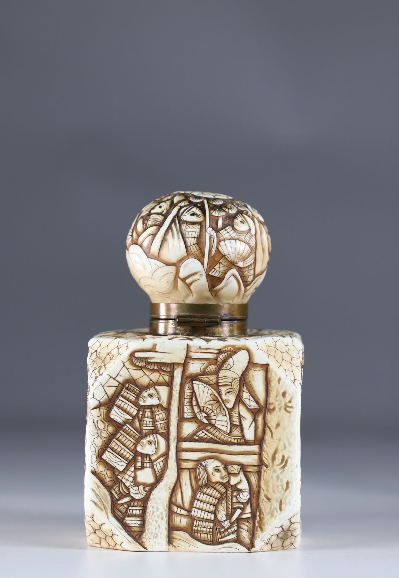 Japanese Art Deco porcelain inkwell decorated with warriors - Image 3 of 6