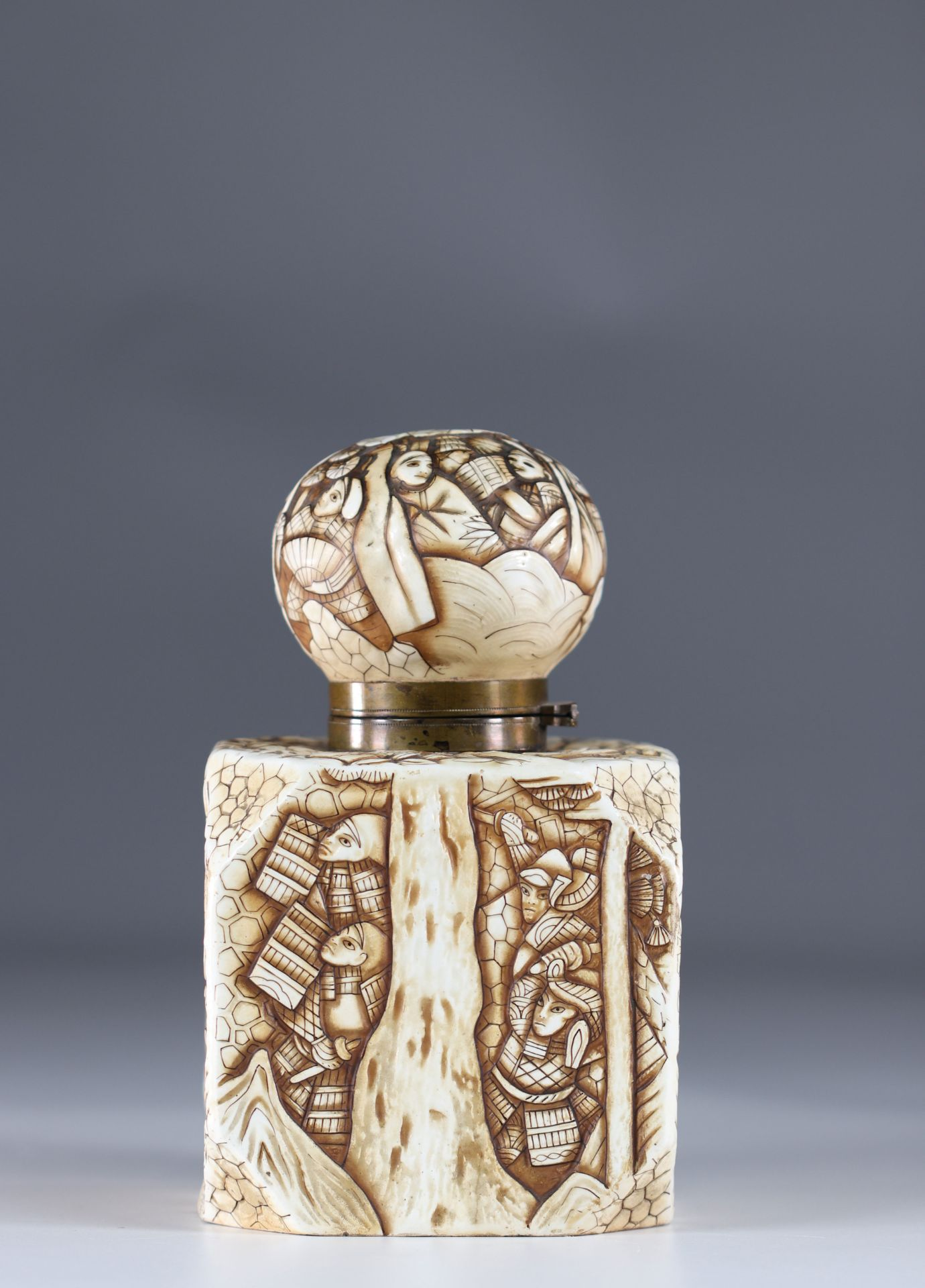 Japanese Art Deco porcelain inkwell decorated with warriors - Image 4 of 6