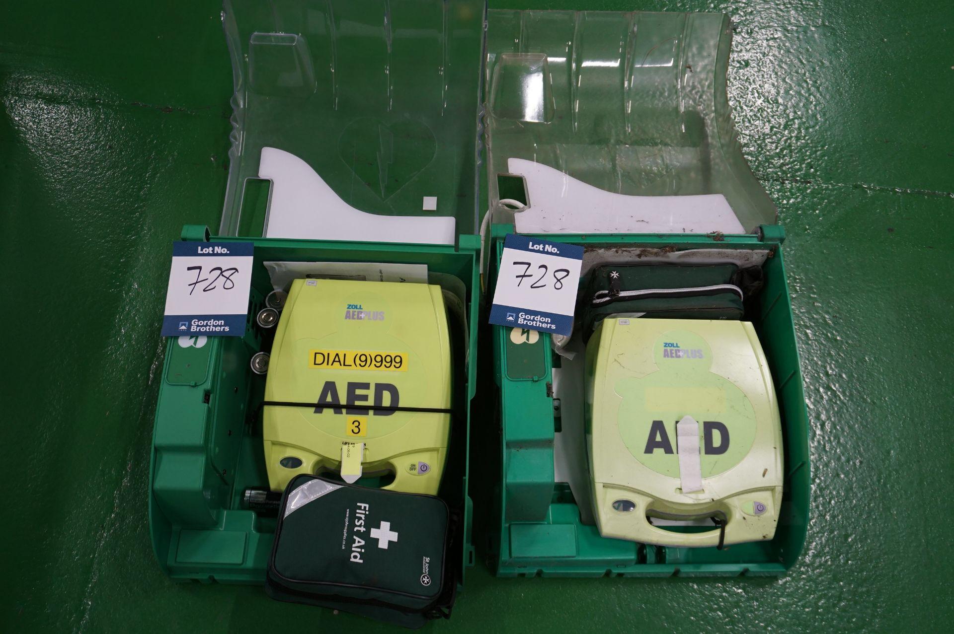 1 x Zoll AEDPLUS Avia 100:X2A100-XX100 battery operated defibrillator and 1 x Zoll AEDPLUS X18D01850