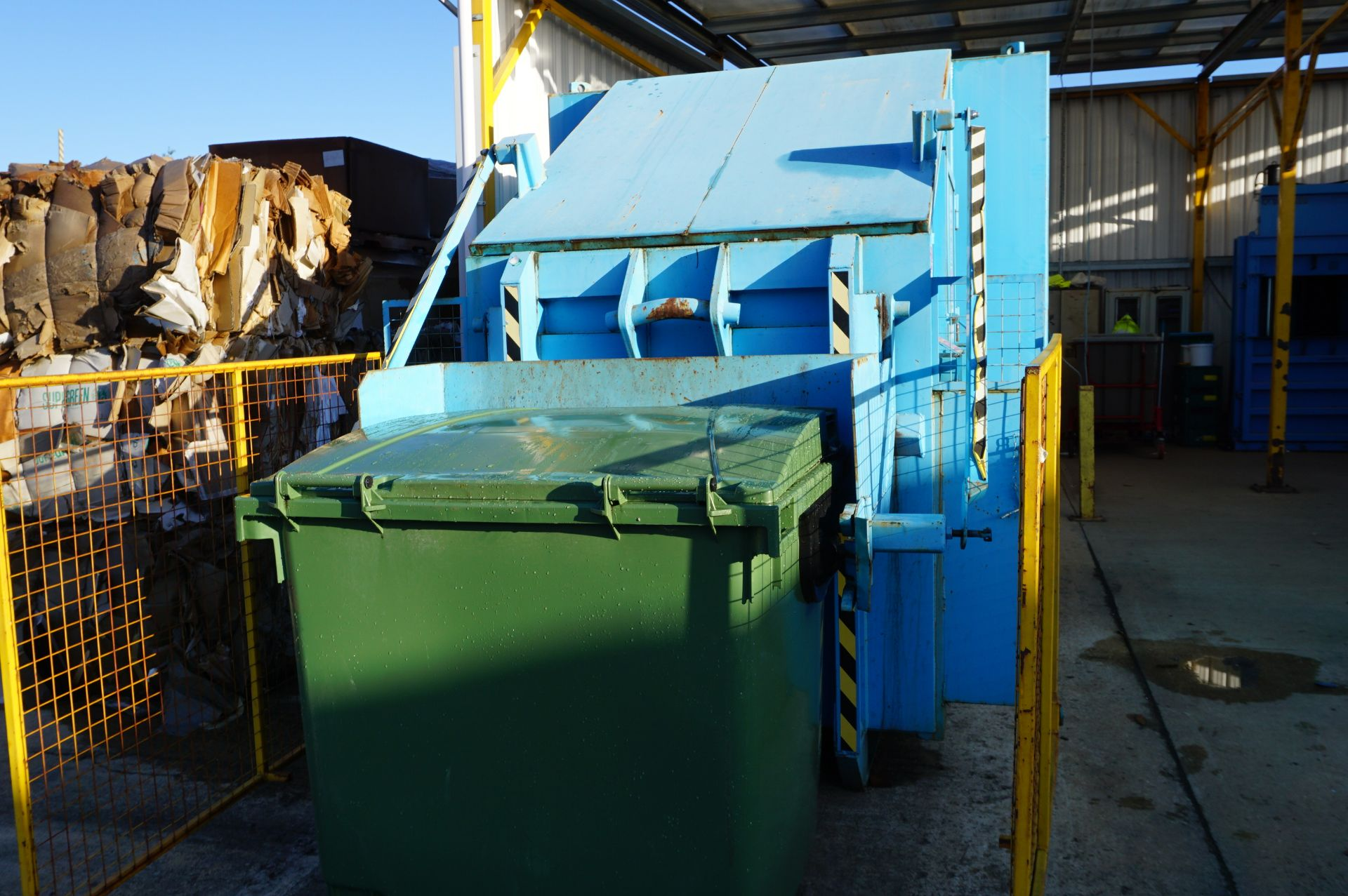 FuturFirst general waste compactor with front loading bin swing - Image 2 of 5
