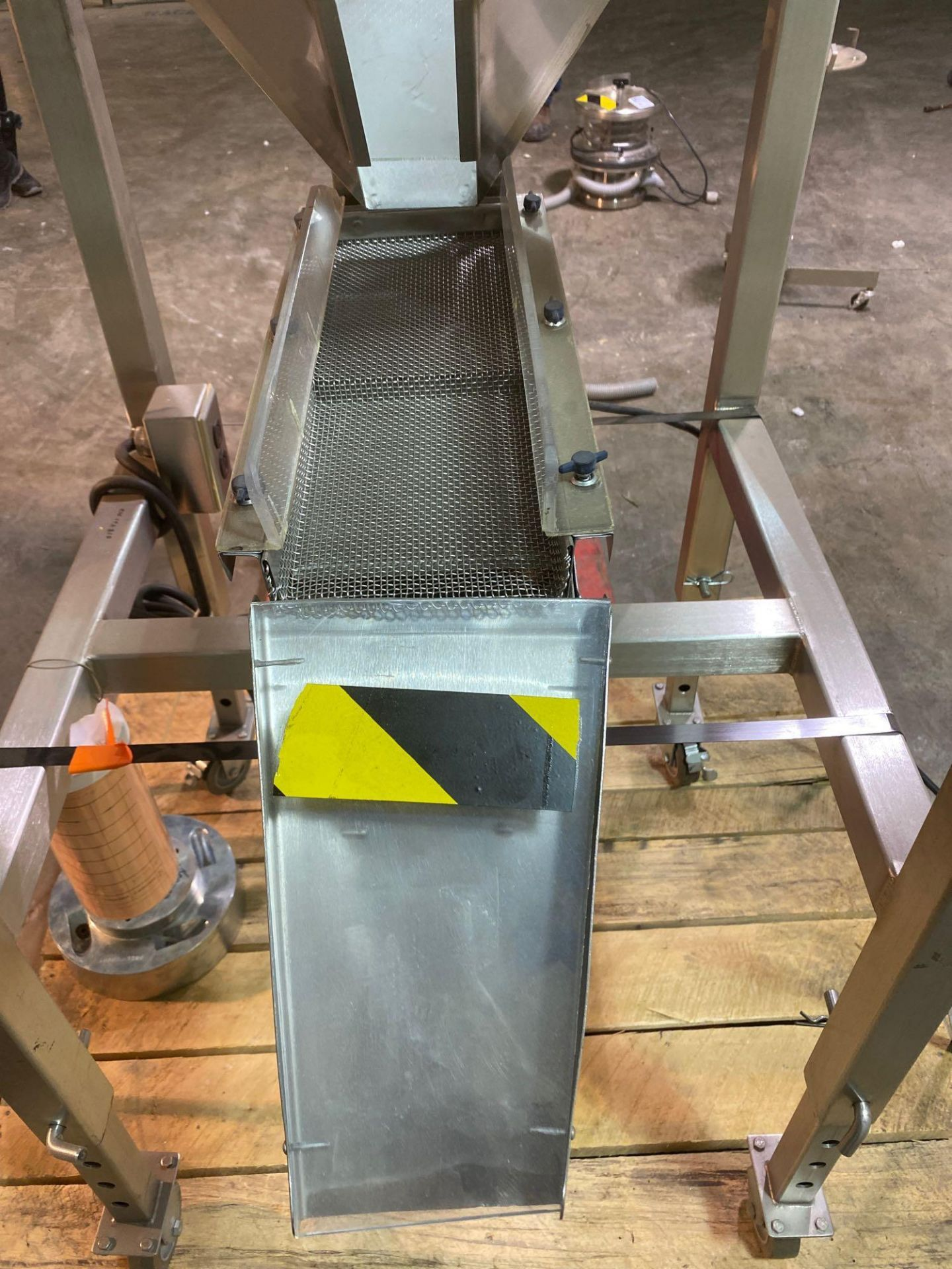 Mobile Vibrating Hopper Feeder with Flat Trough, - Image 5 of 9