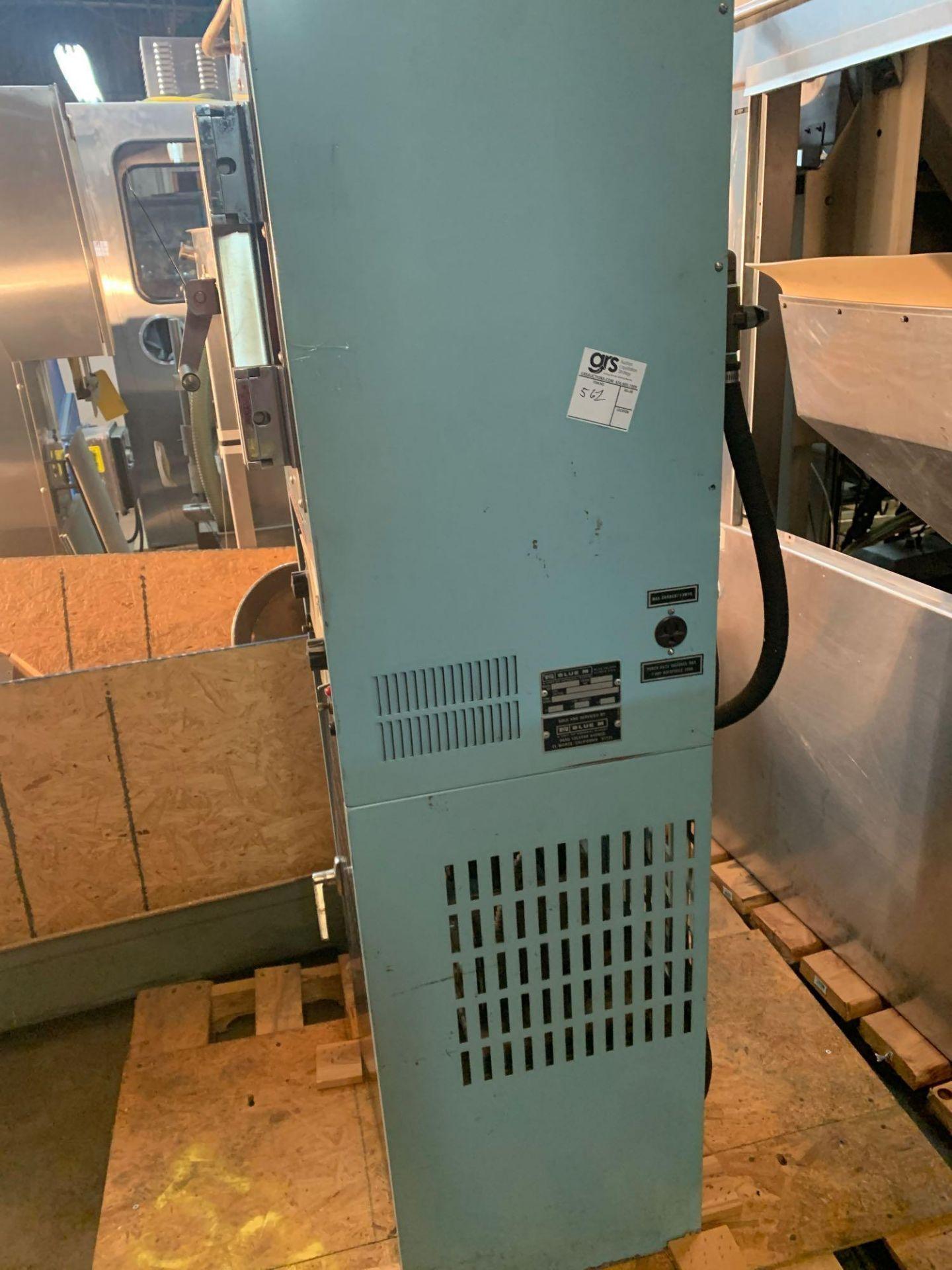 Blue M Vacuum Oven and Pump, Temp Range 260c-500f - Image 2 of 5