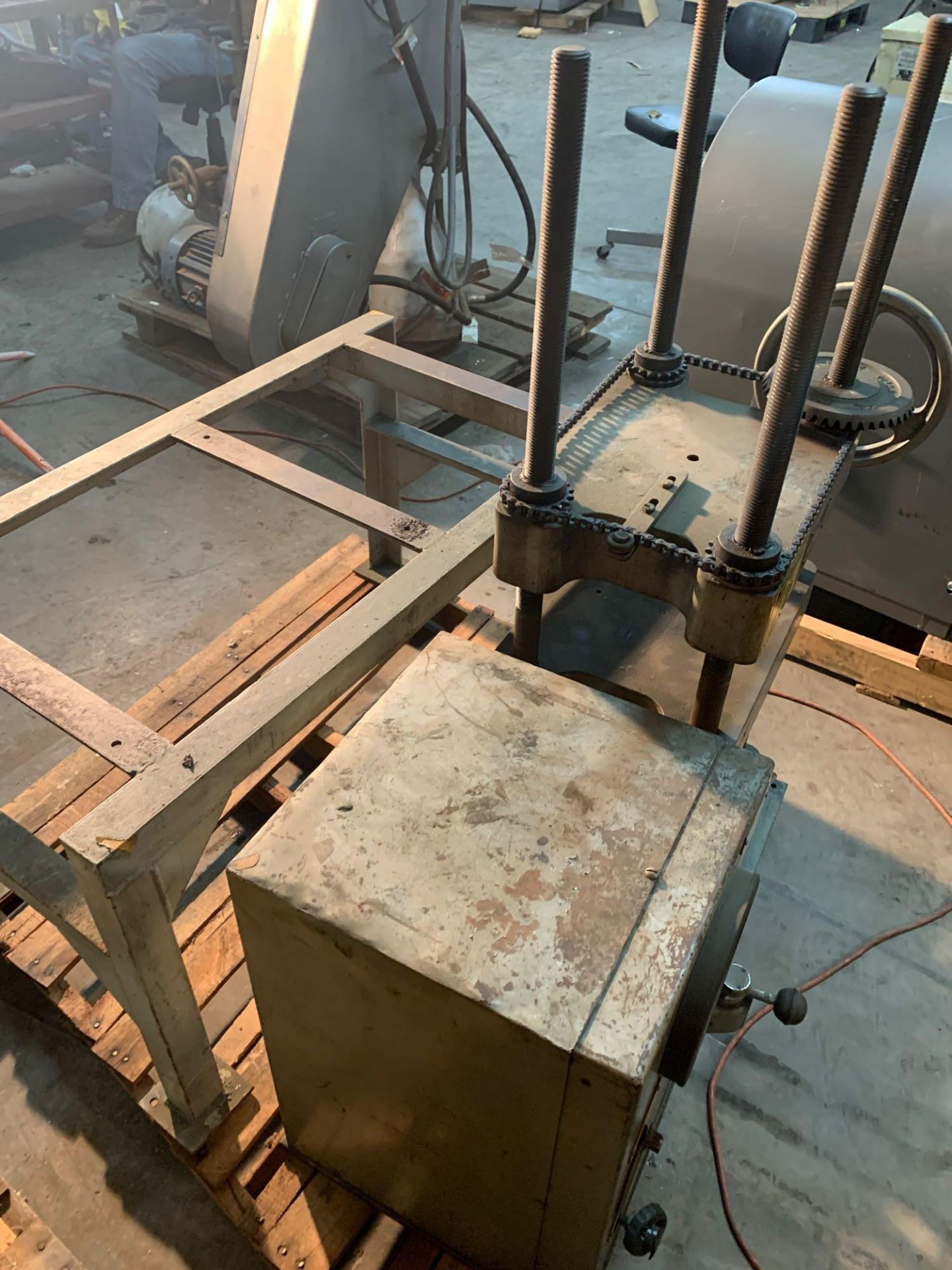 Loomis 50 Ton Hydraulic Post Press with Equipment Stand - Image 7 of 9