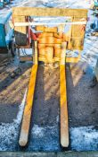 Hydraulic fork lift rotating attachment