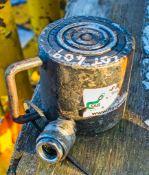 Hydraulic cylinder jack FLGHR107