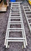 2 stage extending aluminium ladder A664727