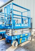 Genie GS1932 battery electric scissor lift Year: 2006 Recorded Hours: 316 08830028