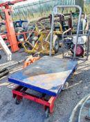 Hydraulic scissor table ** Wheel missing **