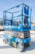 Genie GS1932 battery electric scissor lift Year: 2007 S/N: 89630 Recorded Hours: 332 08830047