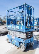 Genie GS1932 battery electric scissor lift Year: 2007 S/N: 84889 Recorded Hours: 366 08830035