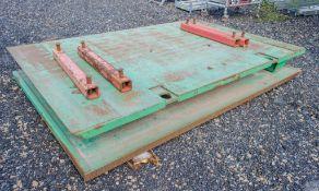 3 metre x 2 metre trench box c/w connectors as photographs