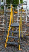 Youngman 4 tread fibre glass step ladder A838148