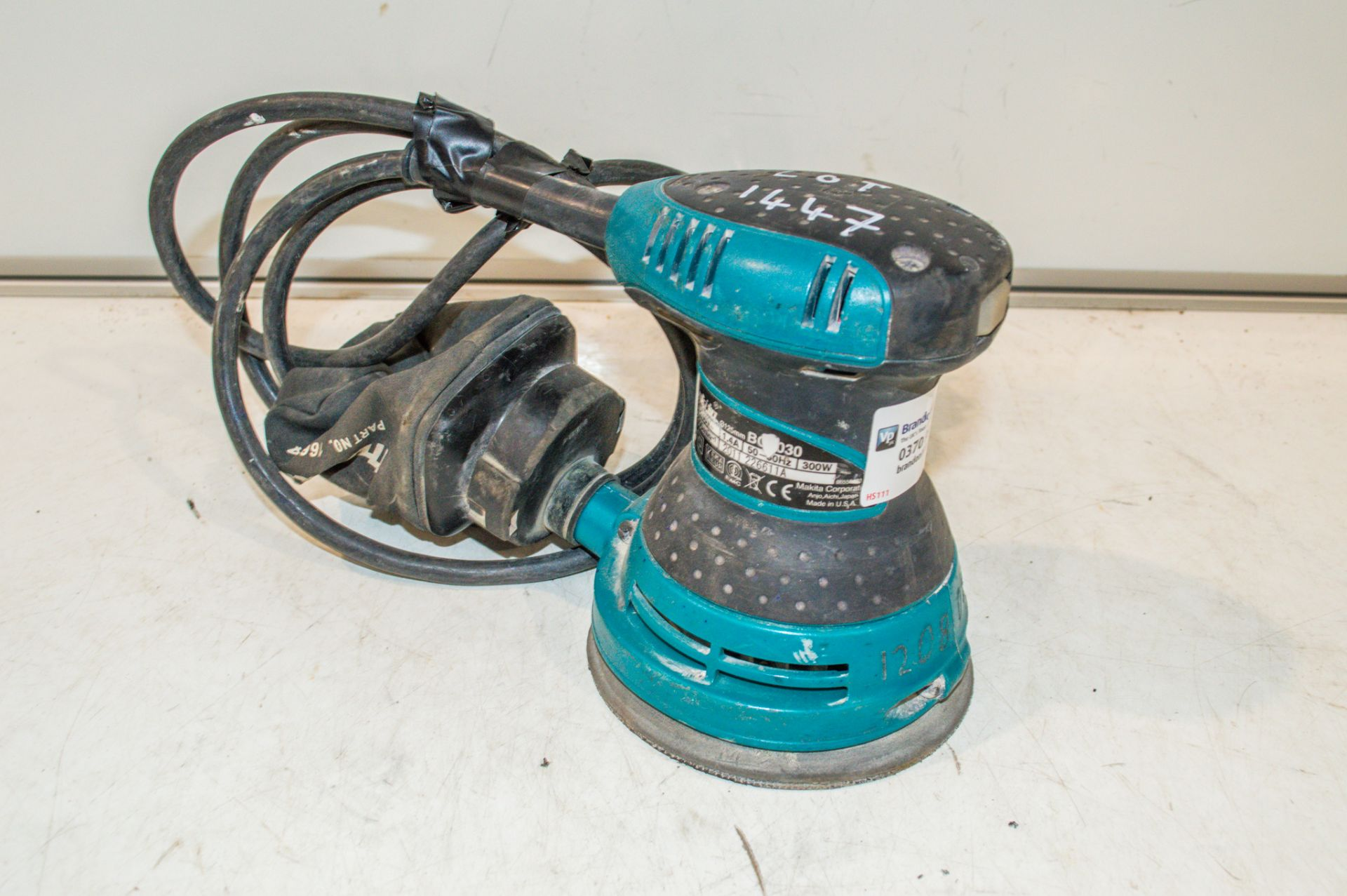 Makita BO5030 240v palm sander 12080735