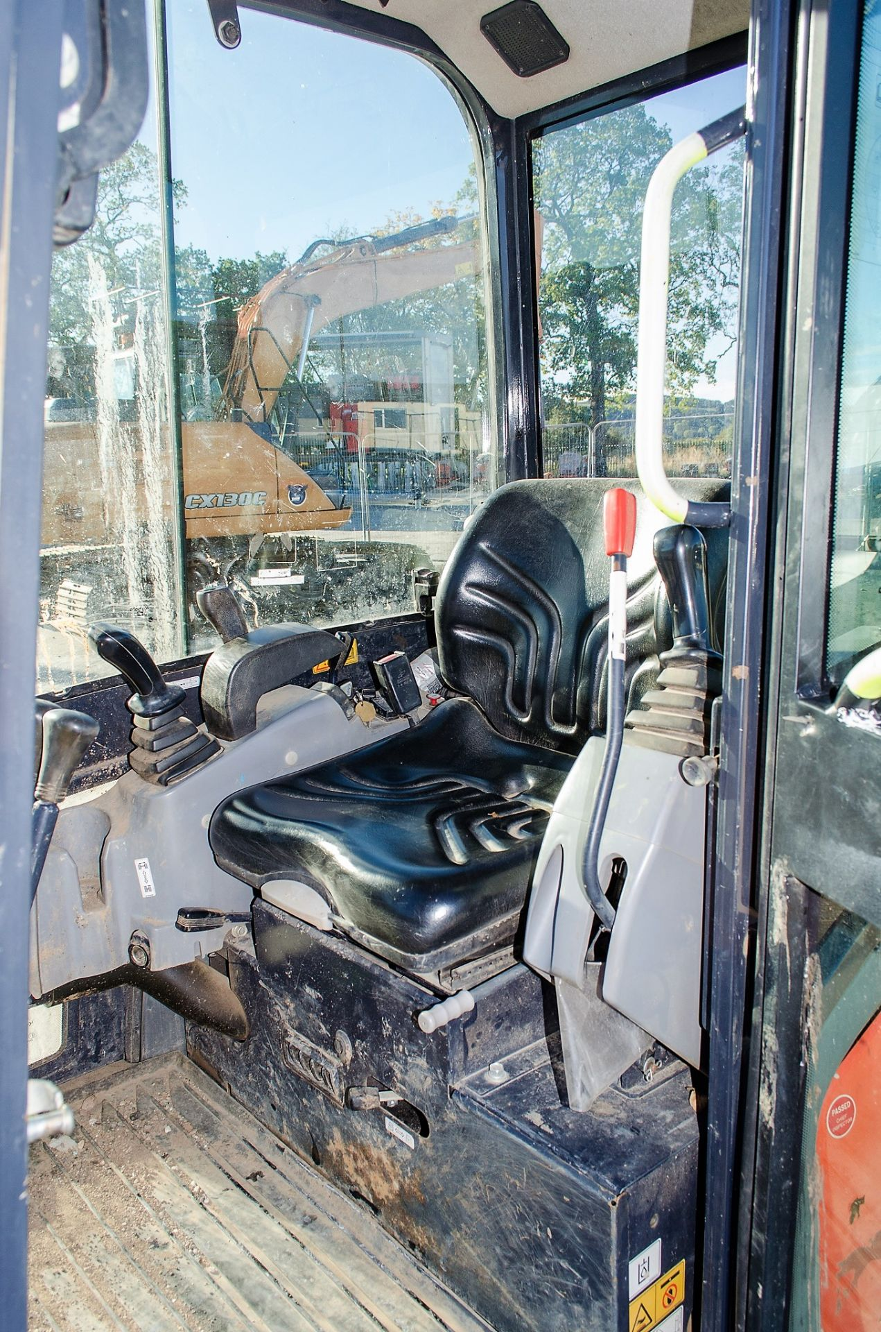 Kubota KX016-4 1.5 tonne rubber tracked mini excavator Year: 2015 S/N: 58688 Recorded Hours: 1736 - Image 15 of 19