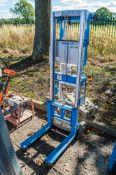 Genie Lift manual fork lift 16100192