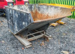 Fork lift tipping skip A767103