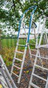 Aluminium adjustable step ladder/podium A745756